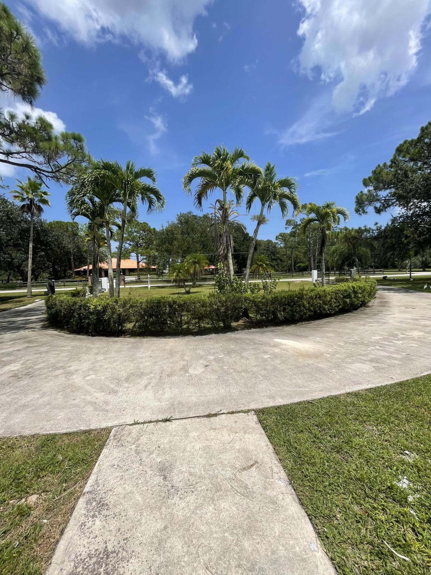 8661 112th Terrace N Palm Beach Gardens, FL 33412 photo 2