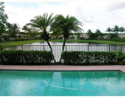 2372 NW 67th Street  For Sale 10750067, FL