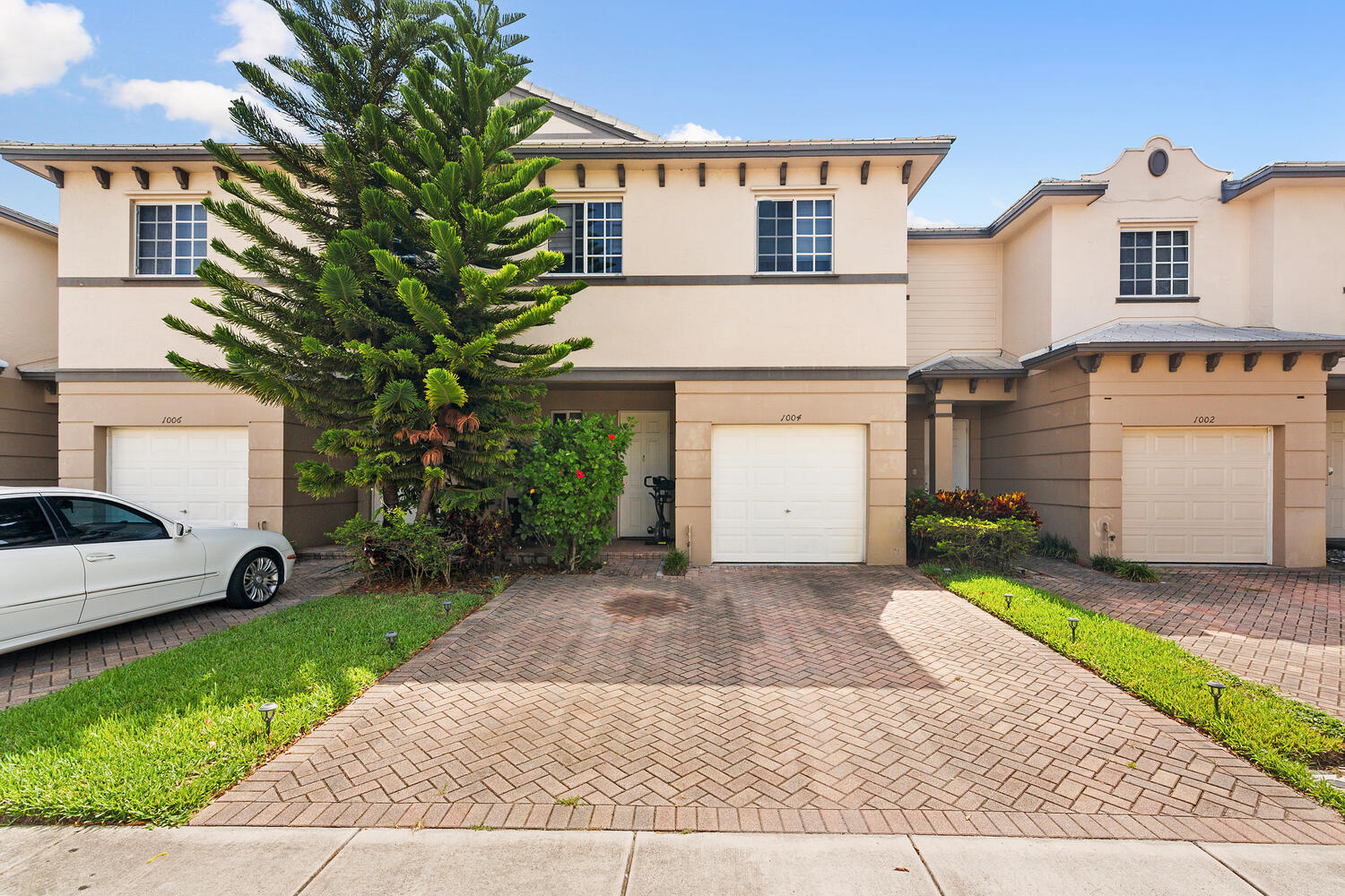 1004  Lucaya Drive  For Sale 10743951, FL