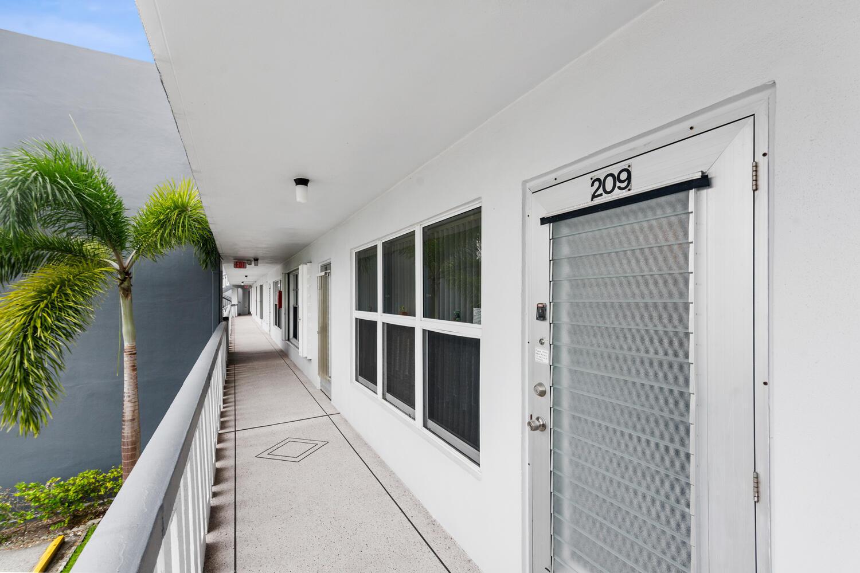 209 Wellington F West Palm Beach, FL 33417