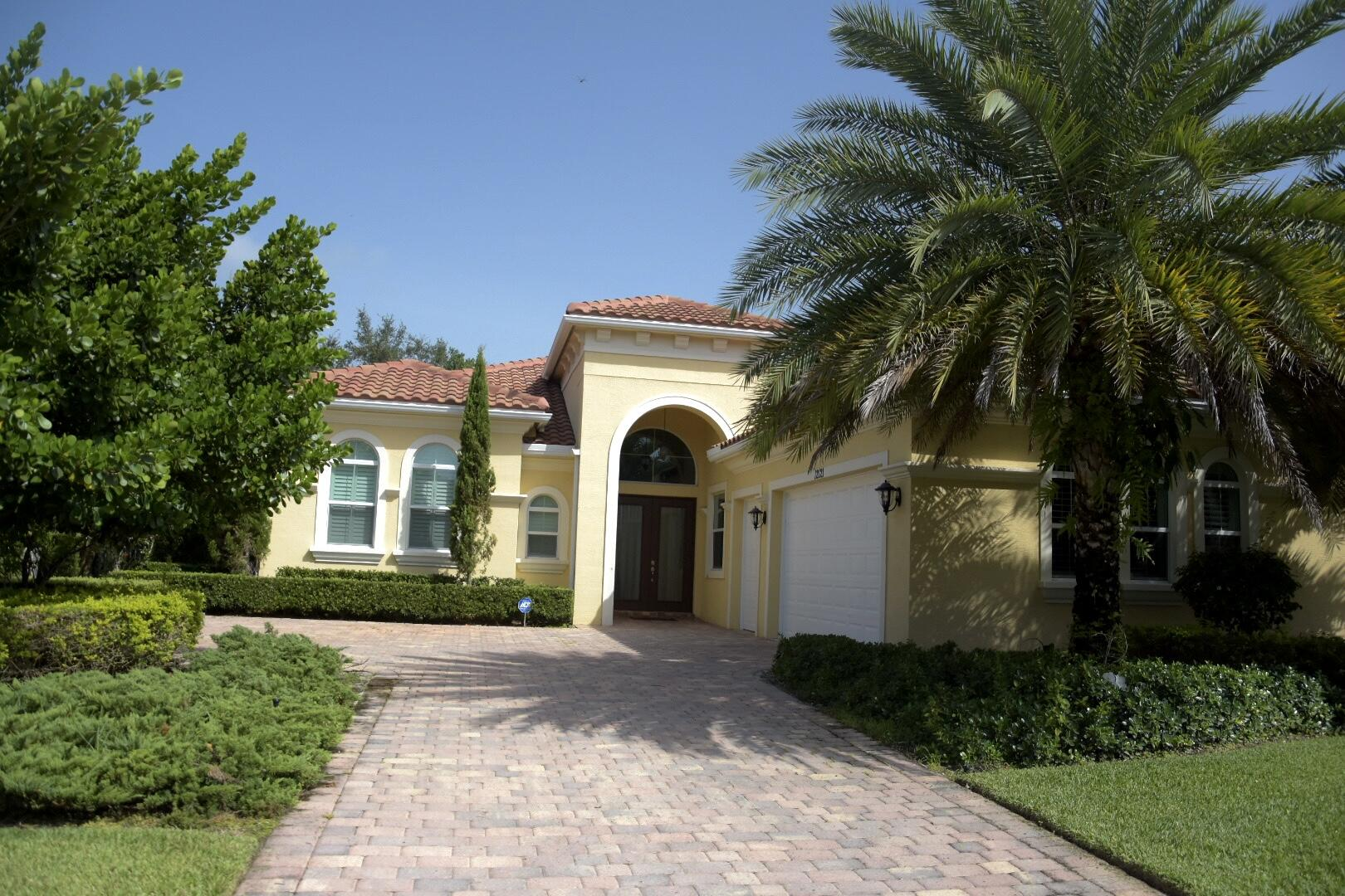 12121  Sunnydale  Drive Drive  For Sale 10744071, FL