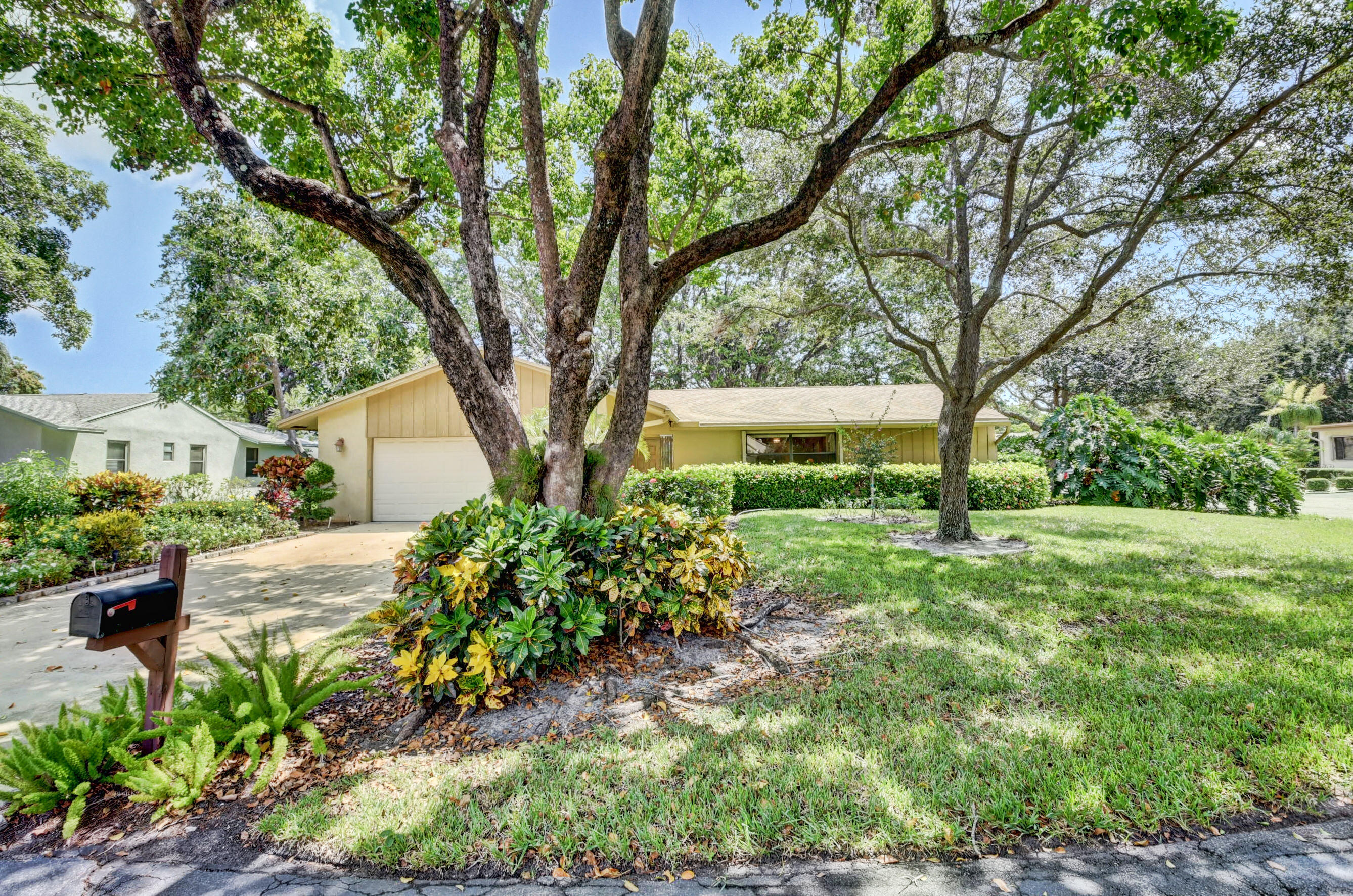737 NW 25th Avenue  For Sale 10743511, FL