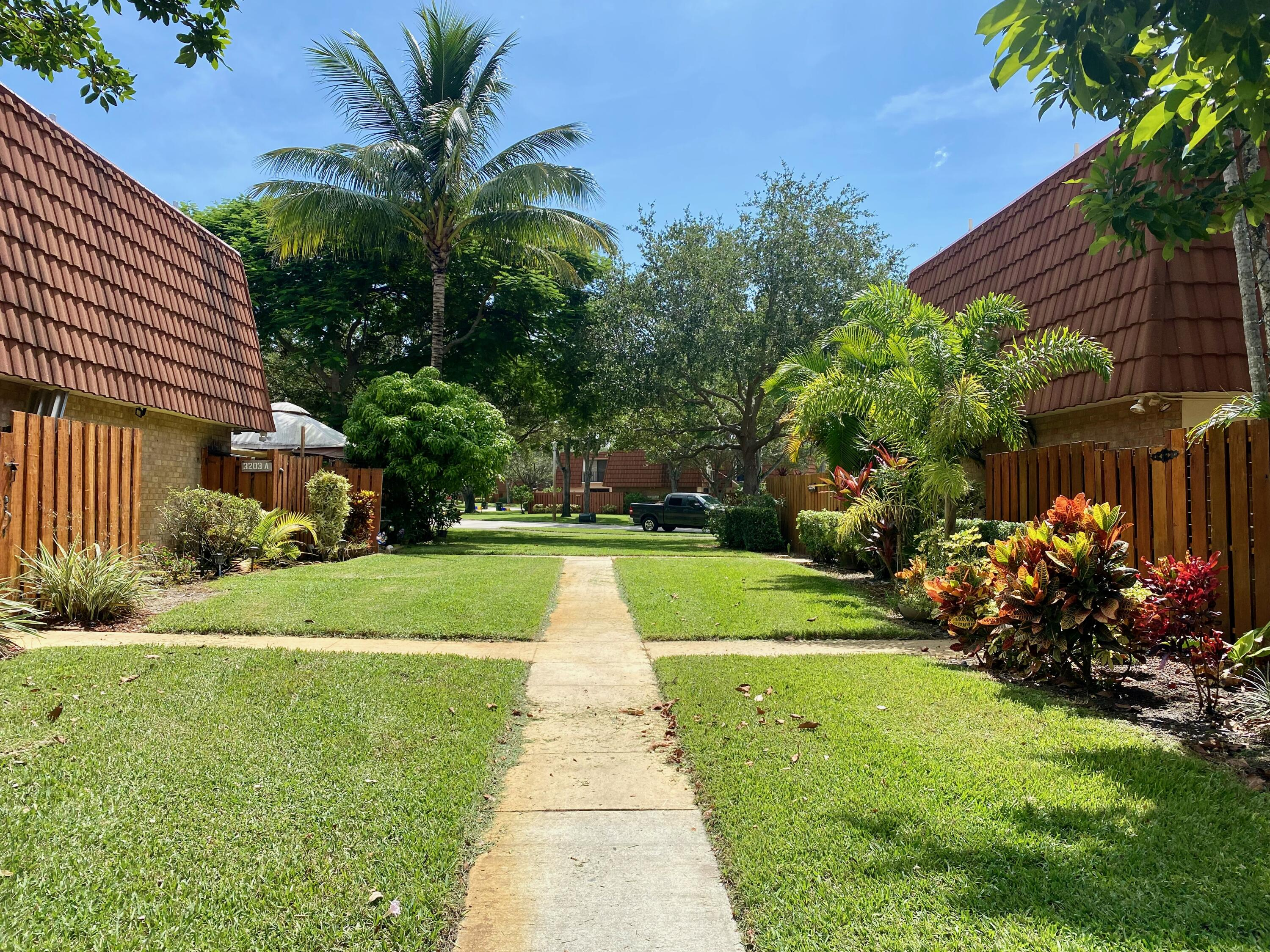 3203  Spanish Wells Drive 30-A For Sale 10744120, FL