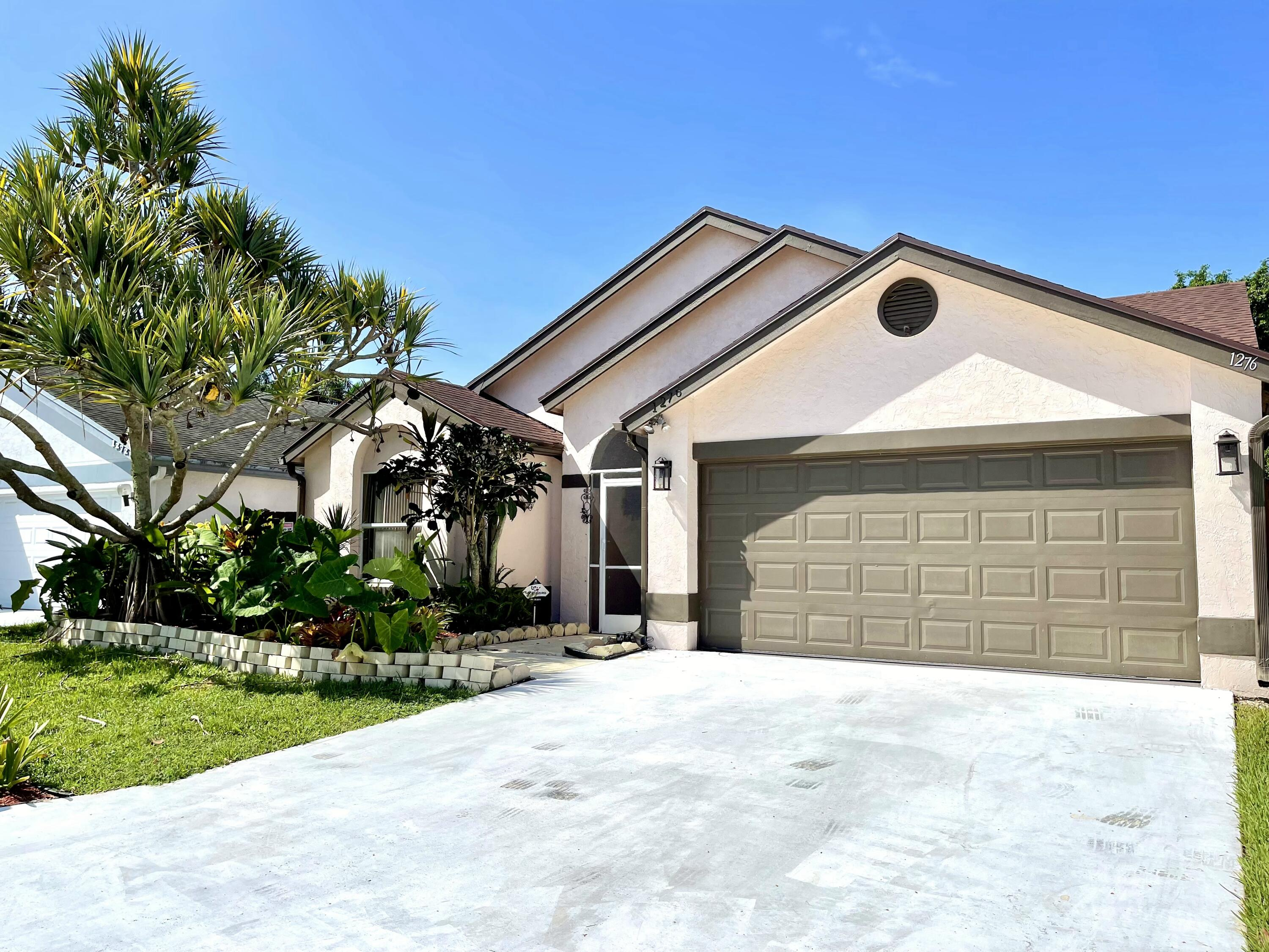 1276  Waterway Cove Drive  For Sale 10746885, FL