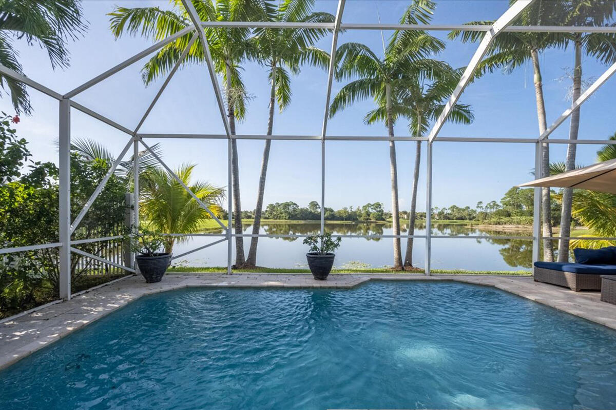 2267 Ridgewood Circle Royal Palm Beach, FL 33411