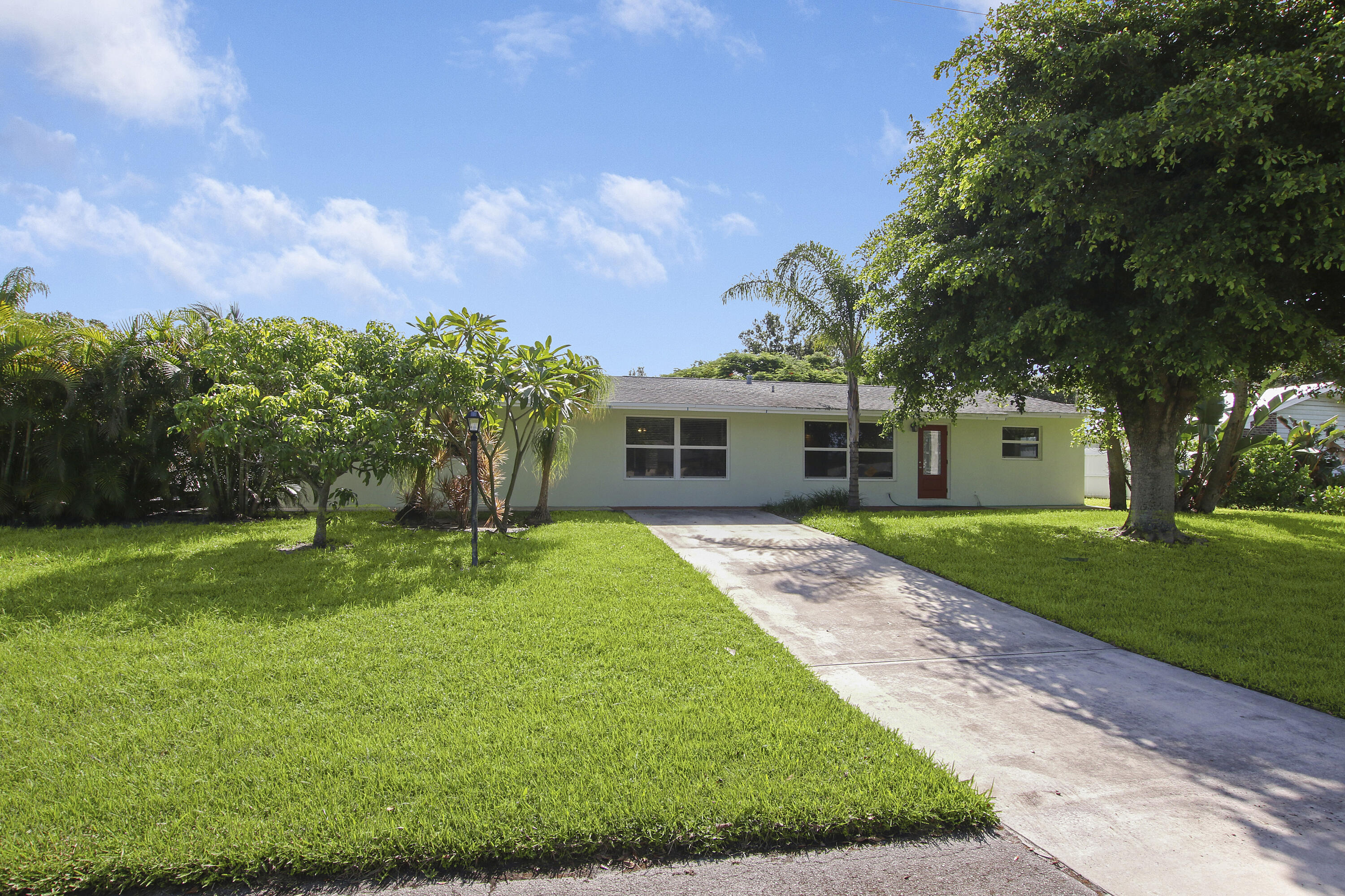 Charming 3/2 CBS home located in the heart of Tequesta. This home is located on a very large lot for the area. This is a must see. NO HOA, Impact Windows, and ready to move right in.