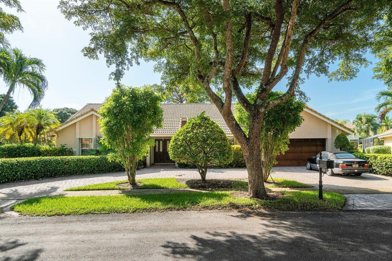 731  Parkside Circle  For Sale 10744673, FL