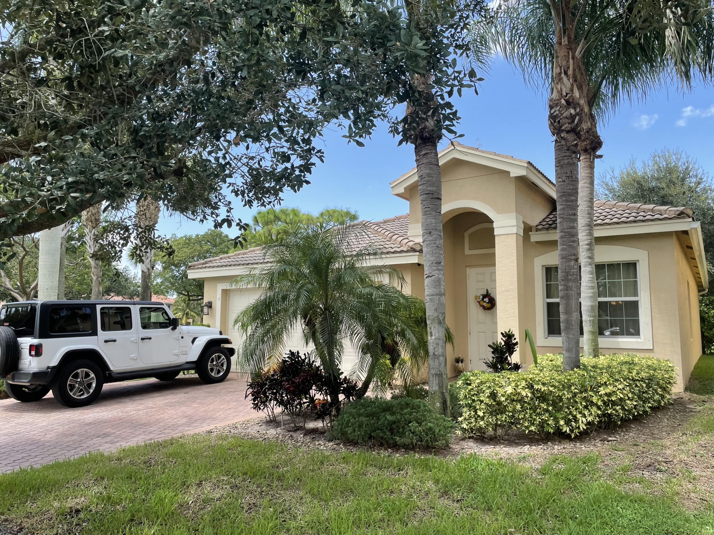 7725  Jewelwood Drive  For Sale 10744610, FL
