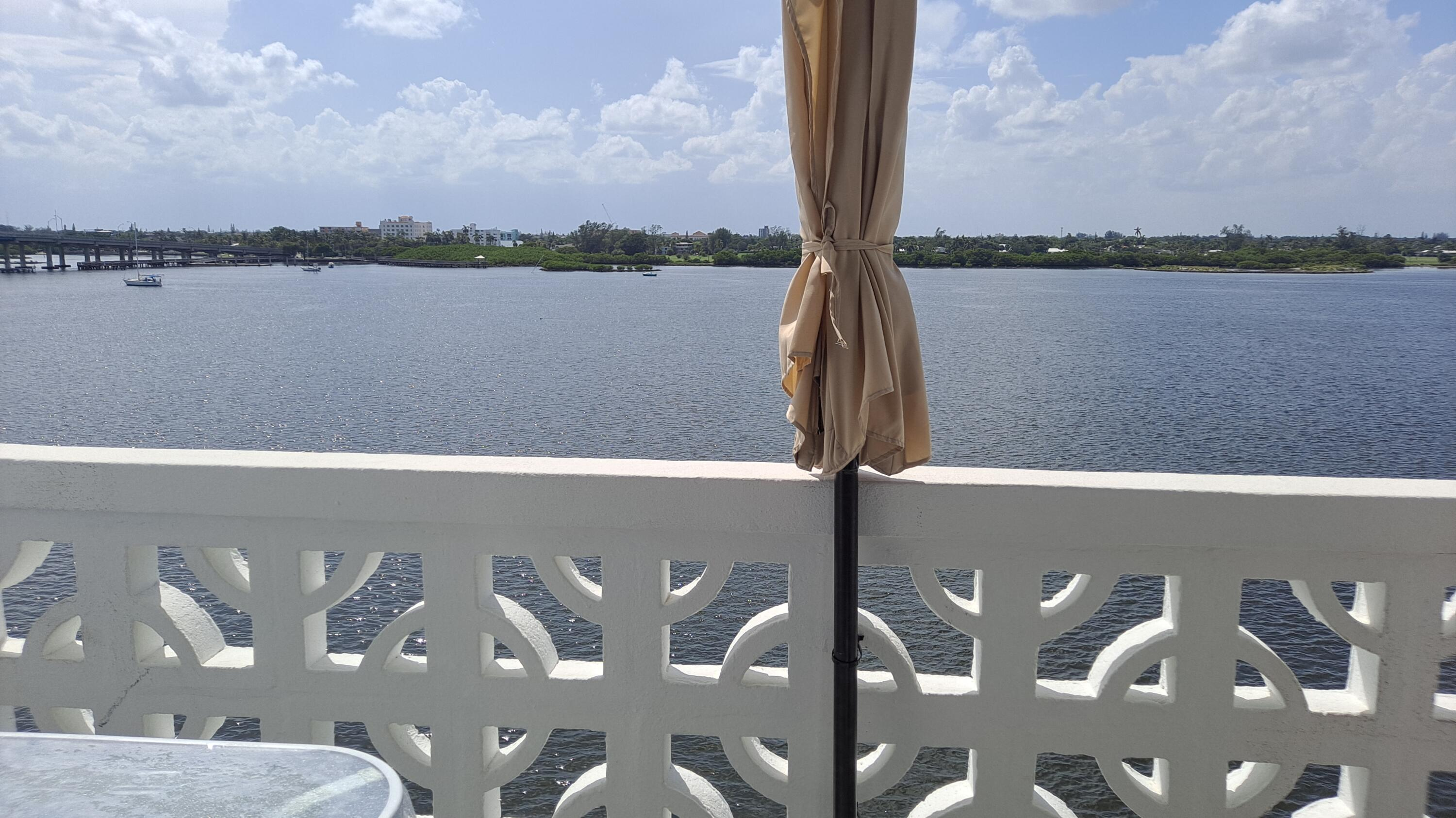 Beautifully renovated Palm Beach 1 bedroom 1 bath apt with amazing direct intracoastal views! Open kitchen, white cabinets and appliances, granite countertops, tiled floors and hurricane impact windows and doors. relax and watch the intracoastal waterway and see the sunset from your balcony every day. You can access the beach right across the street. And you can walk right across the street to the Four Seasons Resort to enjoy a nice meal. Great location for a beach get away or to  enjoy year round.