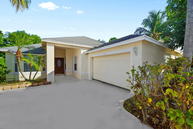 1576  Lake Breeze Drive  For Sale 10744747, FL