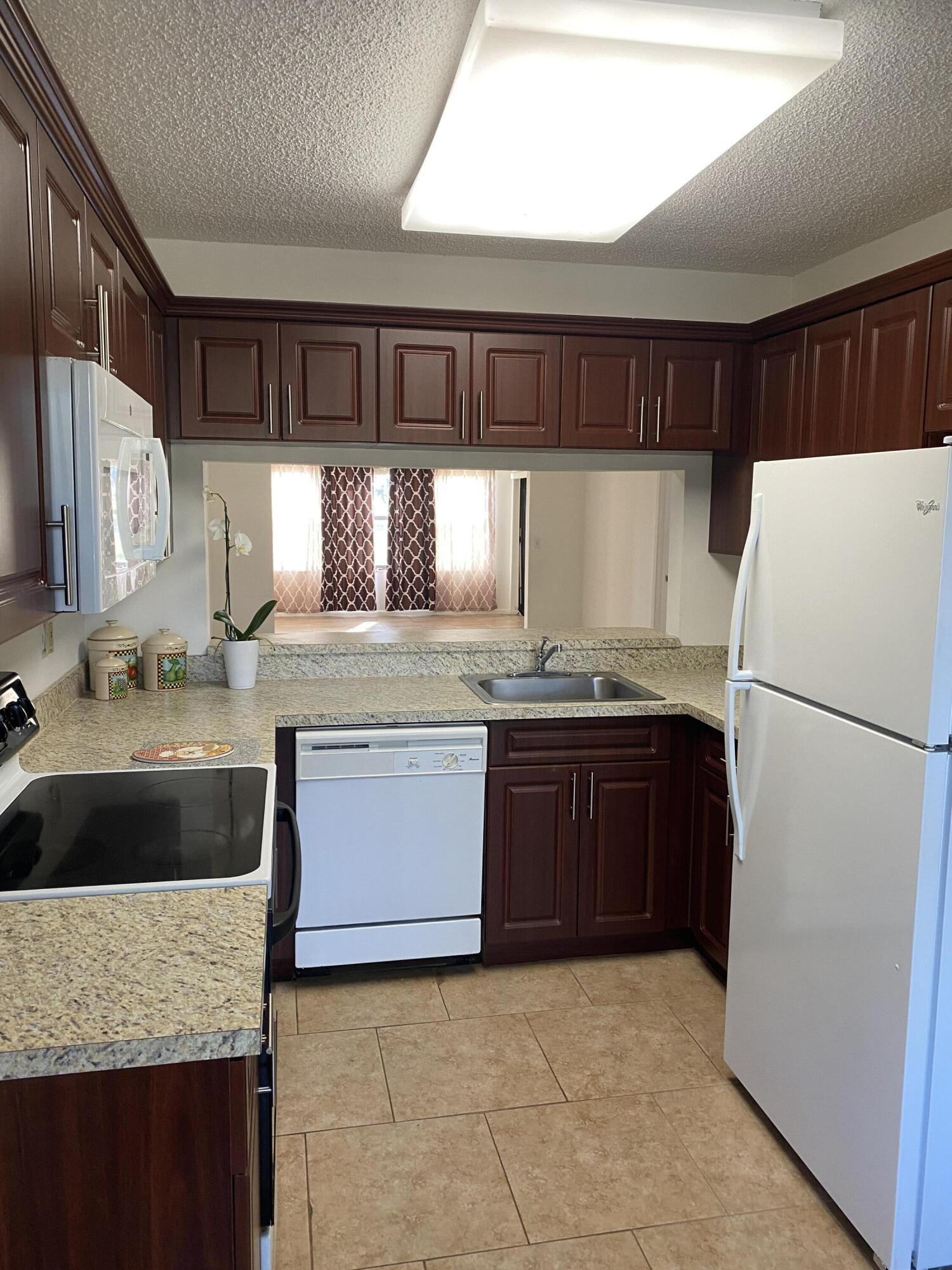 4692 Lucerne Lakes Boulevard 102 Lake Worth, FL 33467