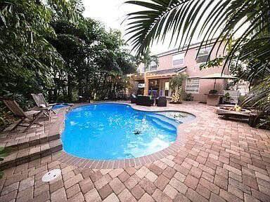 1118 Oakwater Drive Royal Palm Beach, FL 33411 photo 2
