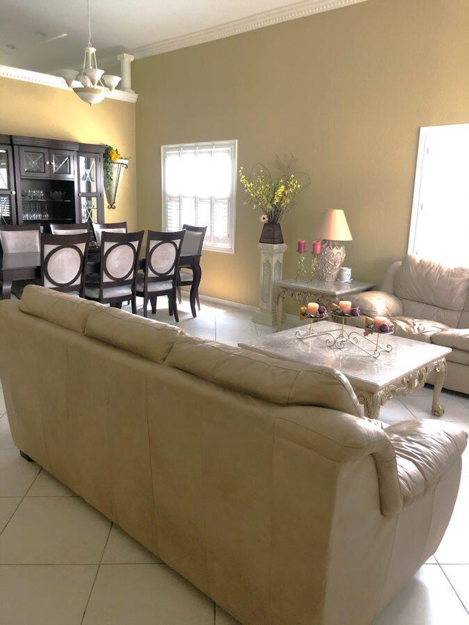Formal living room /dinning room