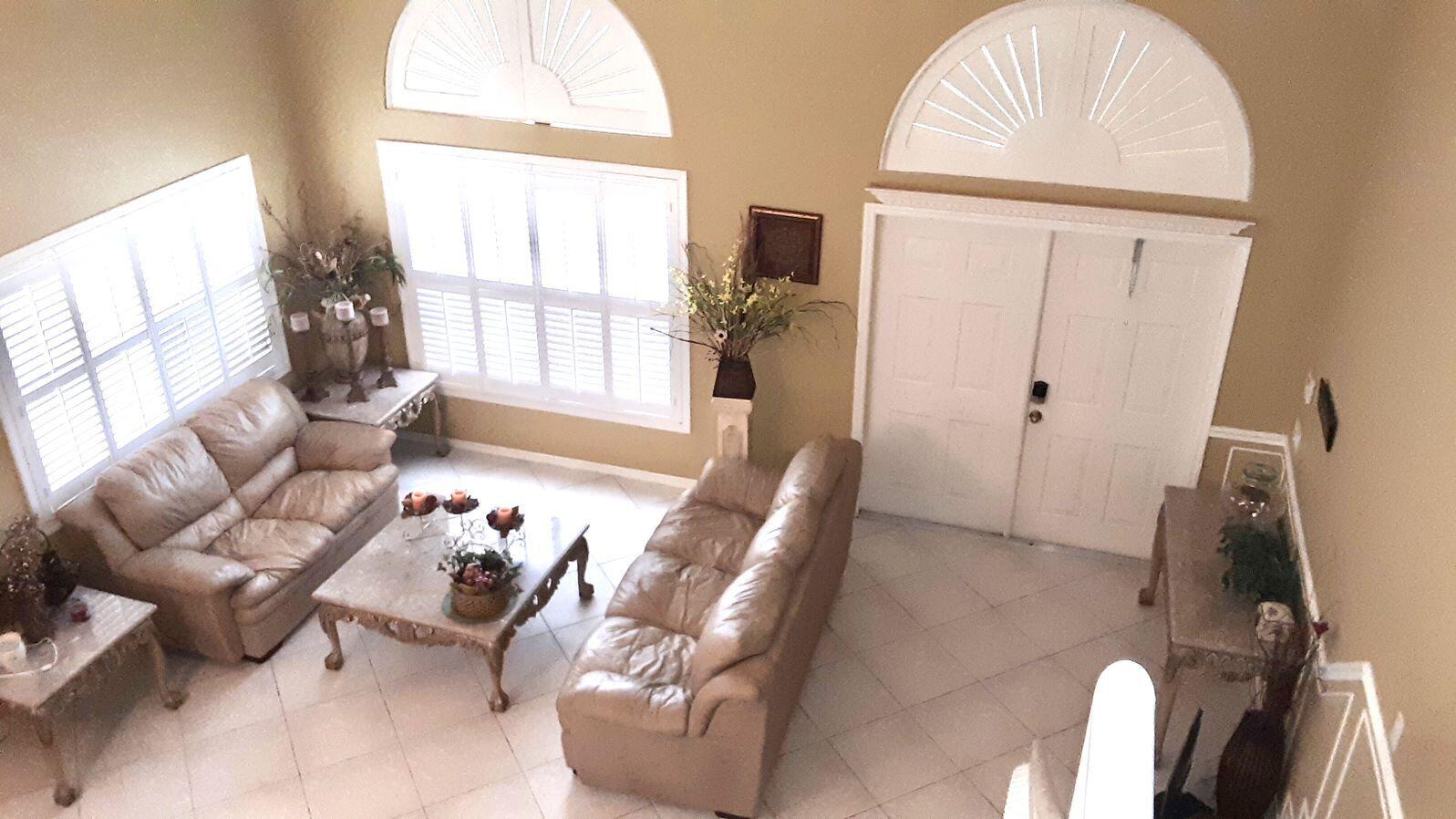 Fromal living room