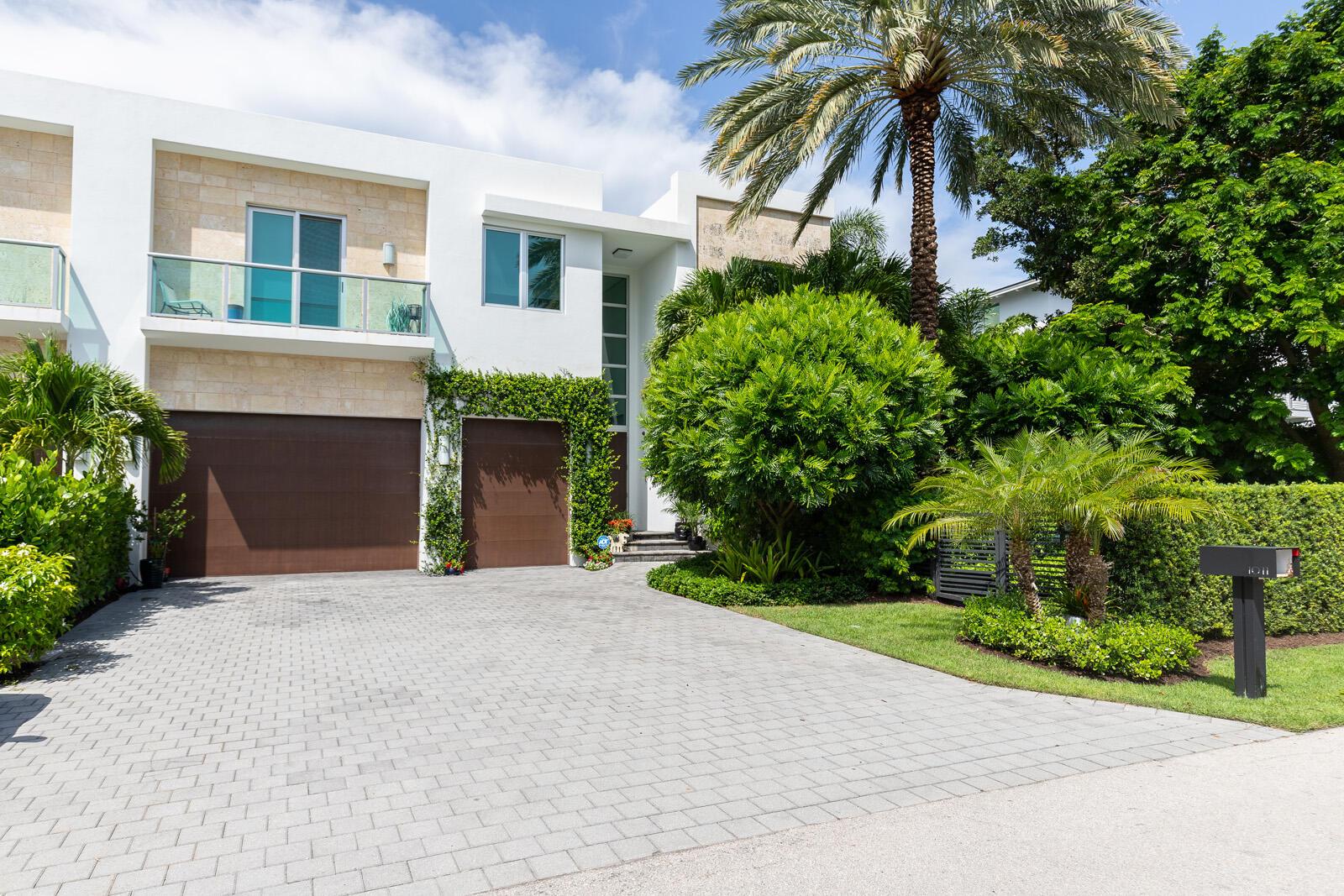 1011  Bucida Road  For Sale 10745769, FL