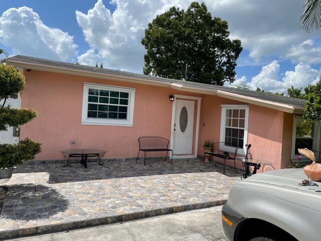 831 Belmont Drive West Palm Beach, FL 33415 photo 2