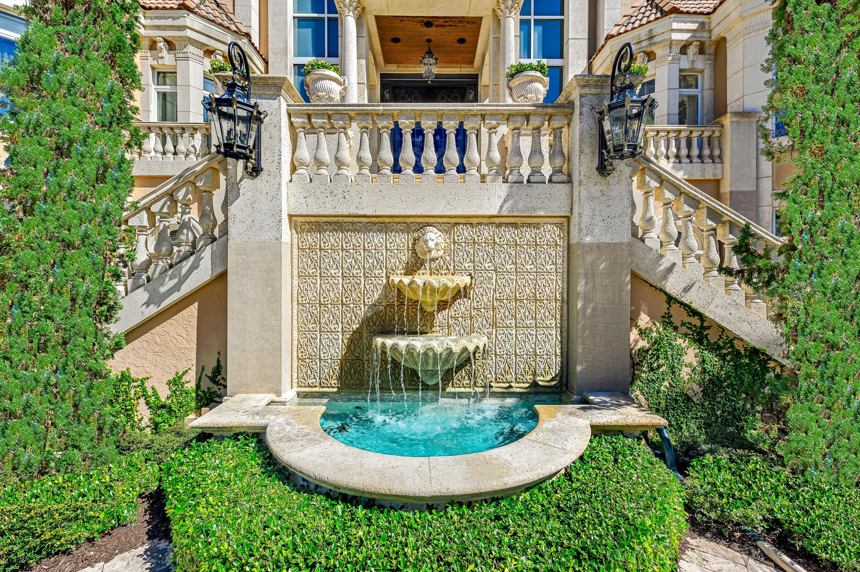 Fountain/Garden in Motorcourt
