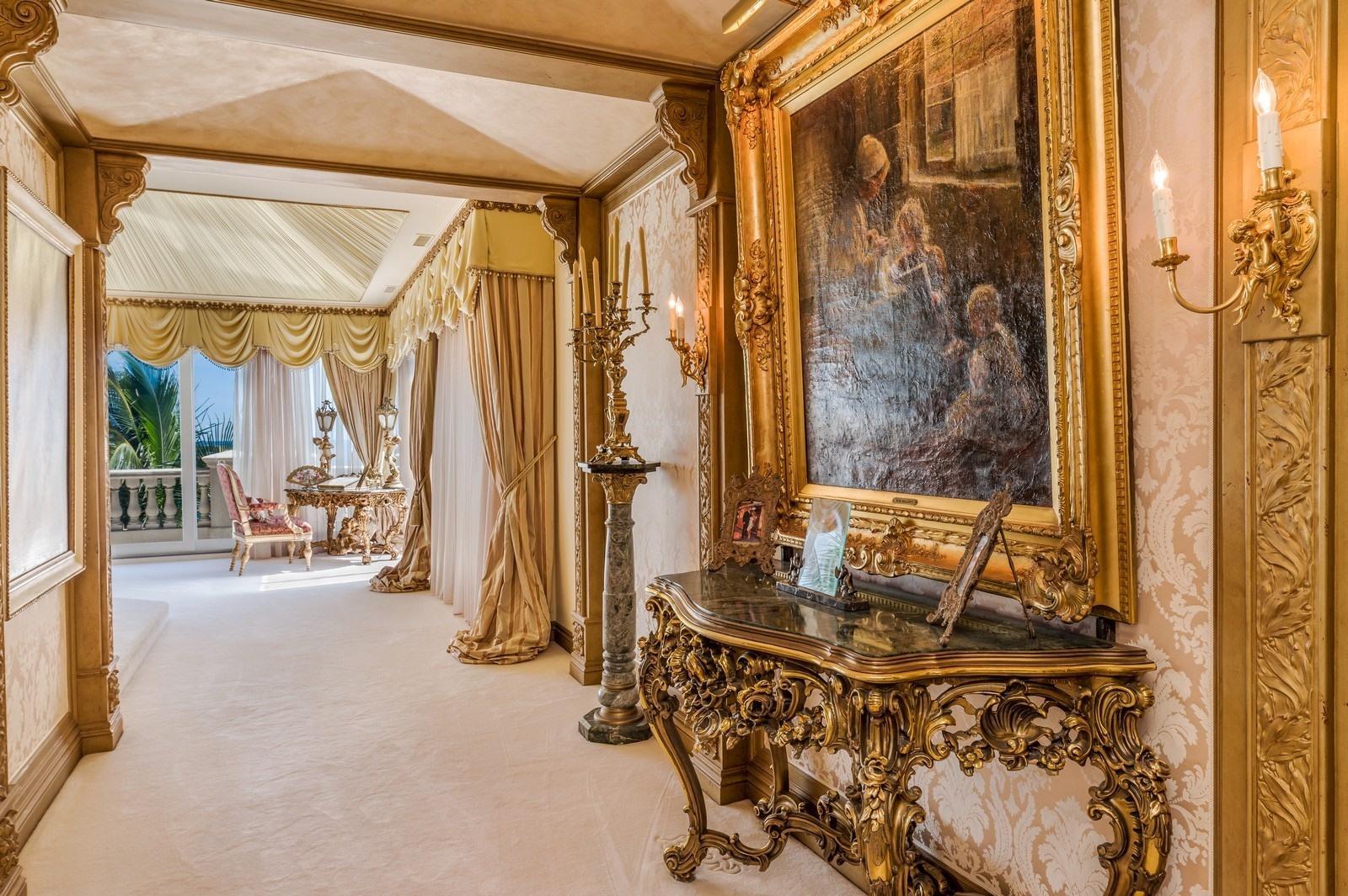 Primary Suite Foyer