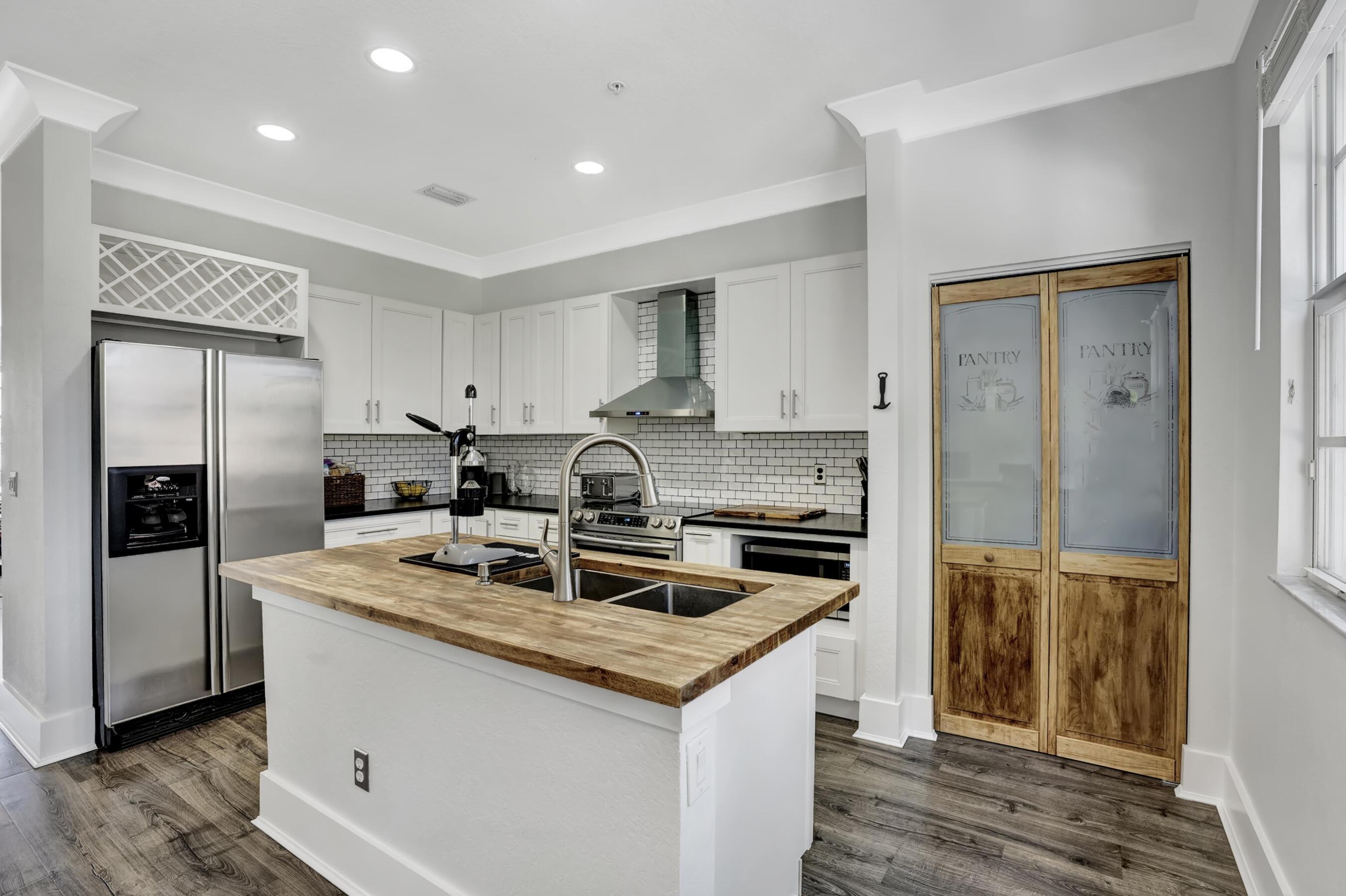 290 NE 5th Avenue 7 For Sale 10745527, FL