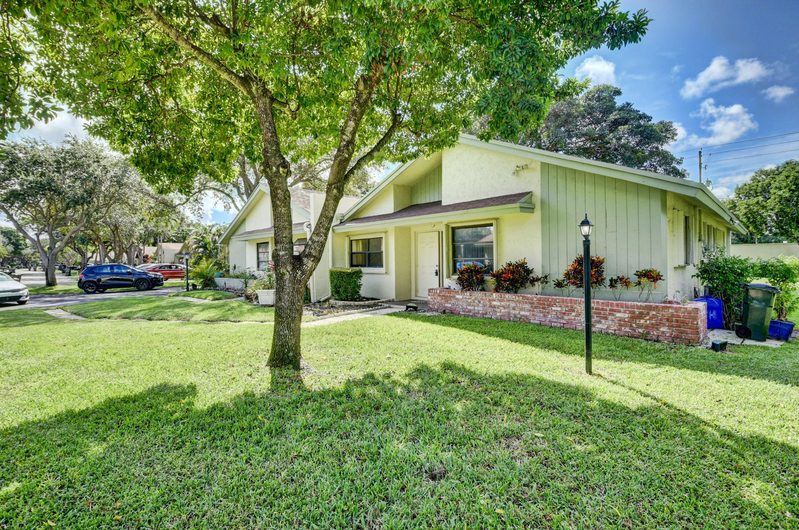 4332 S Palm Forest Drive  For Sale 10745688, FL