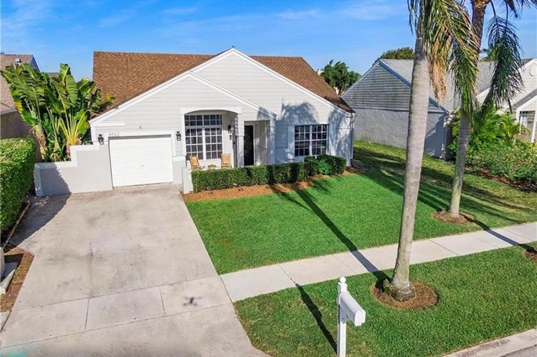 8562  Dynasty Drive  For Sale 10745817, FL