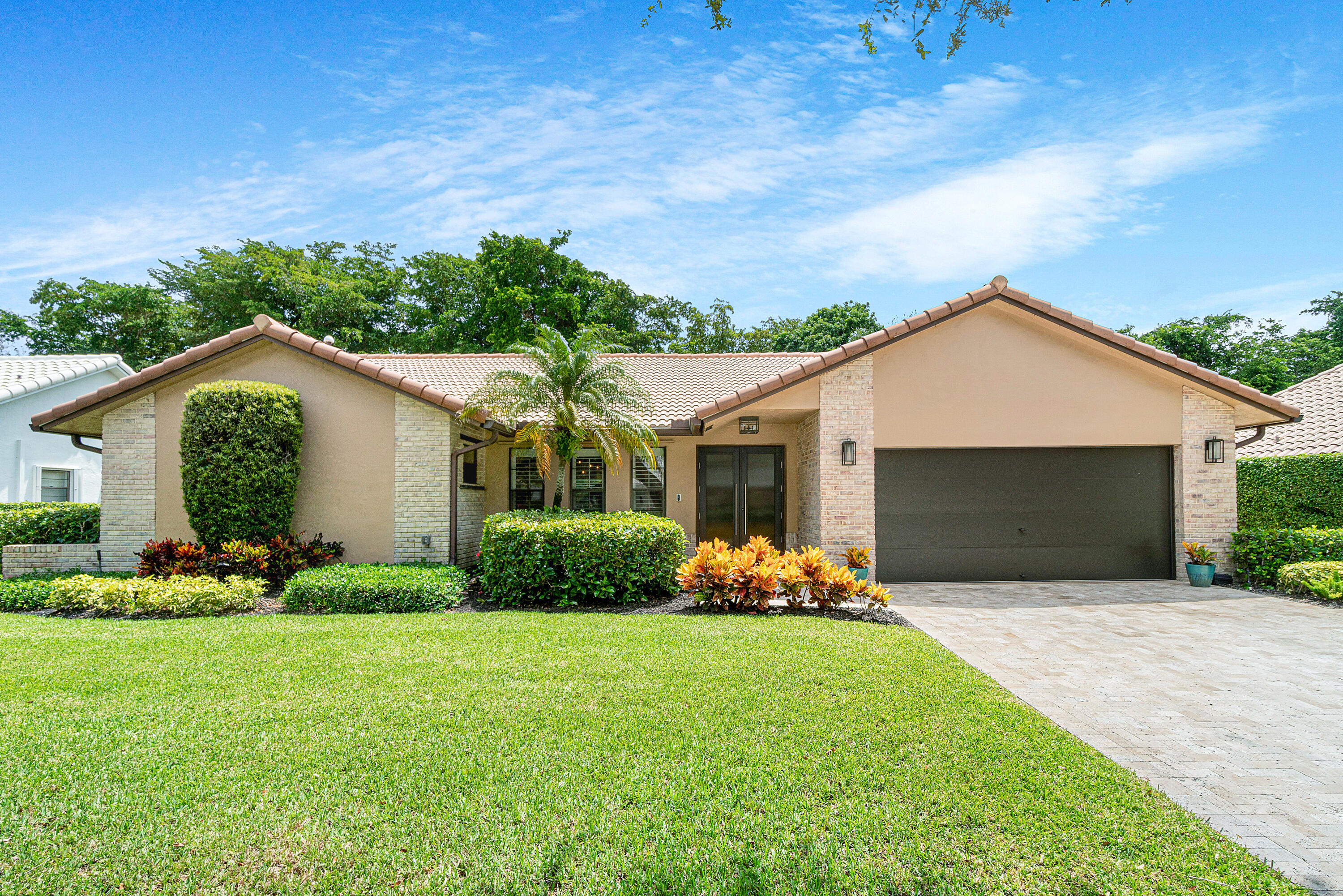 2524 NW 38th Street  For Sale 10746071, FL