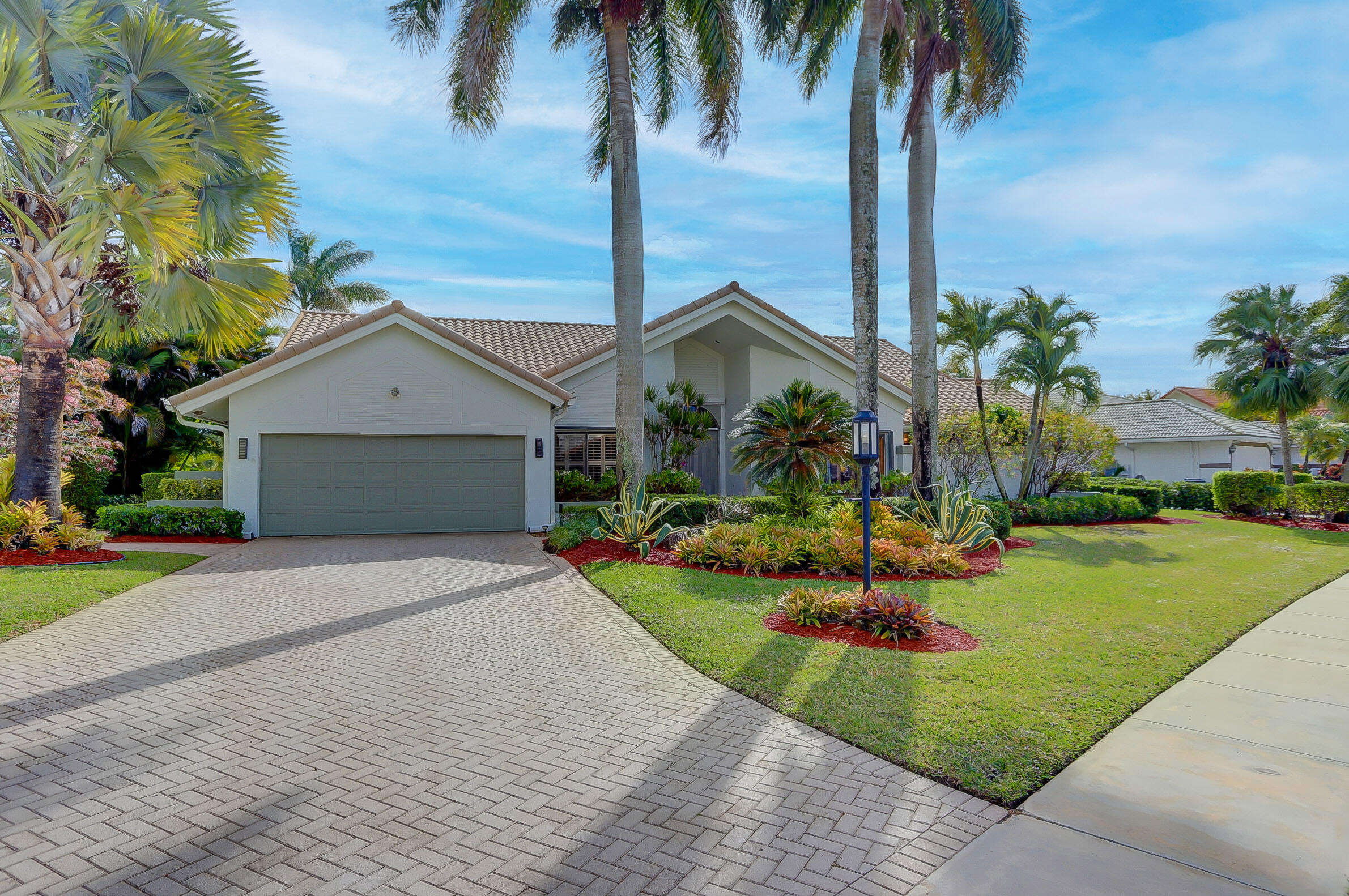 17556  Charnwood Drive  For Sale 10746144, FL
