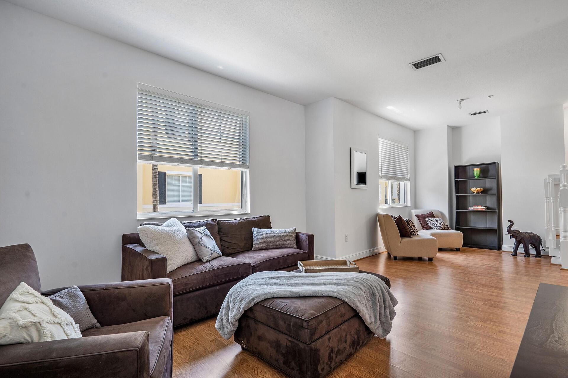 3643 5th Terrace - 3/3 in Vistazo