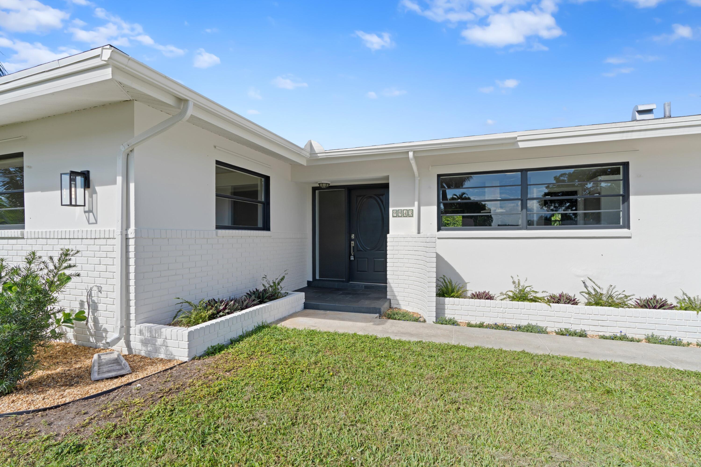 9943 Dogwood Avenue Palm Beach Gardens, FL 33410