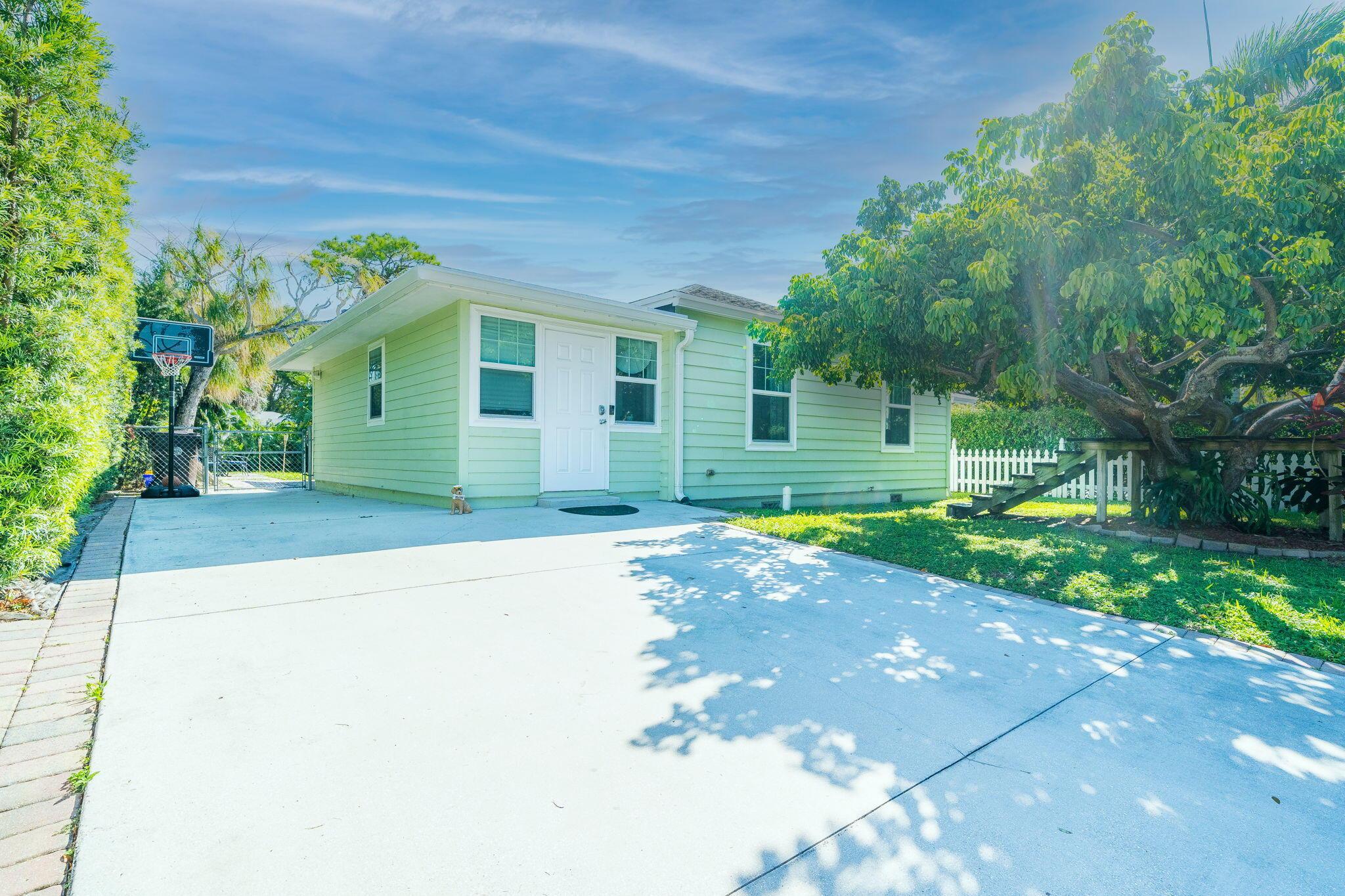 1132  Magnolia Street  For Sale 10746344, FL