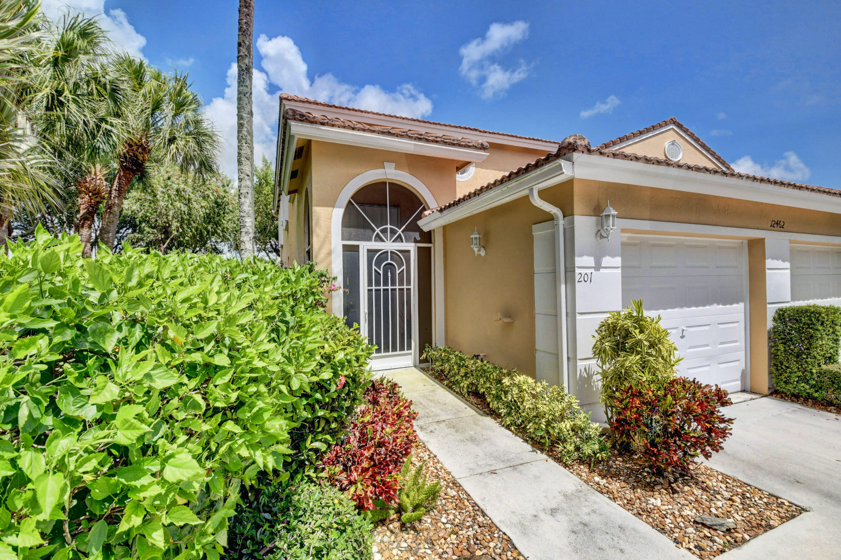 12462  Crystal Pointe Drive 201 For Sale 10746604, FL