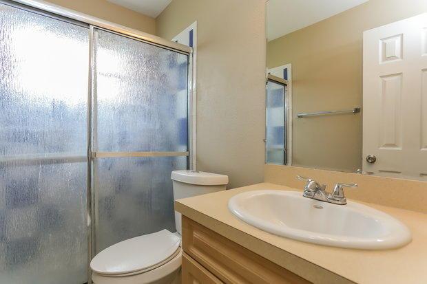 11-Bathroom_20180726100014-sm