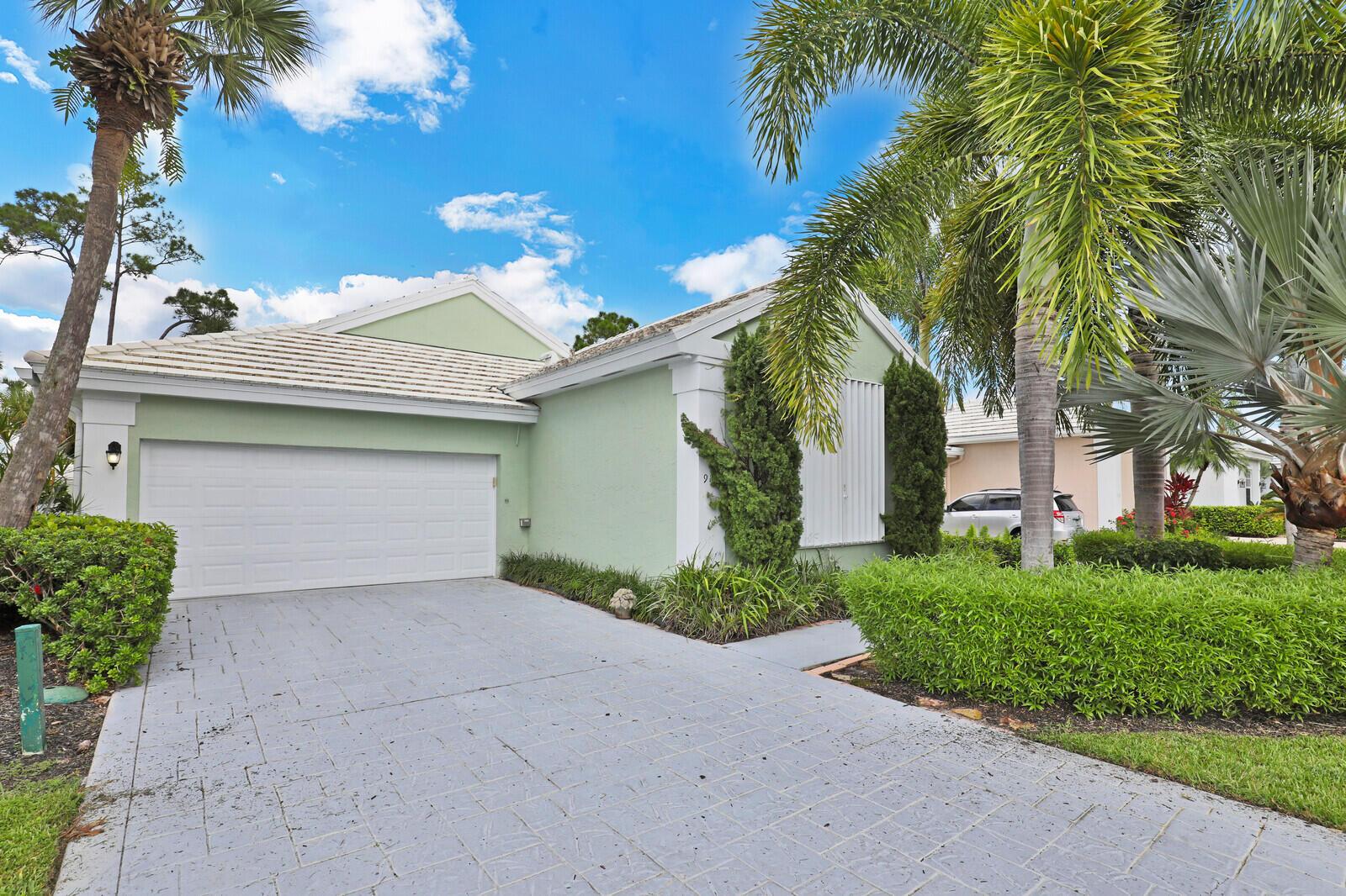 9107  Baybury Lane  For Sale 10745390, FL