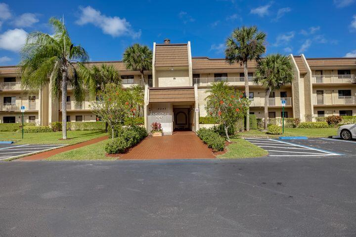 Home for sale in FOUNTAINS OF PALM BEACH CONDO 5 Lake Worth Florida