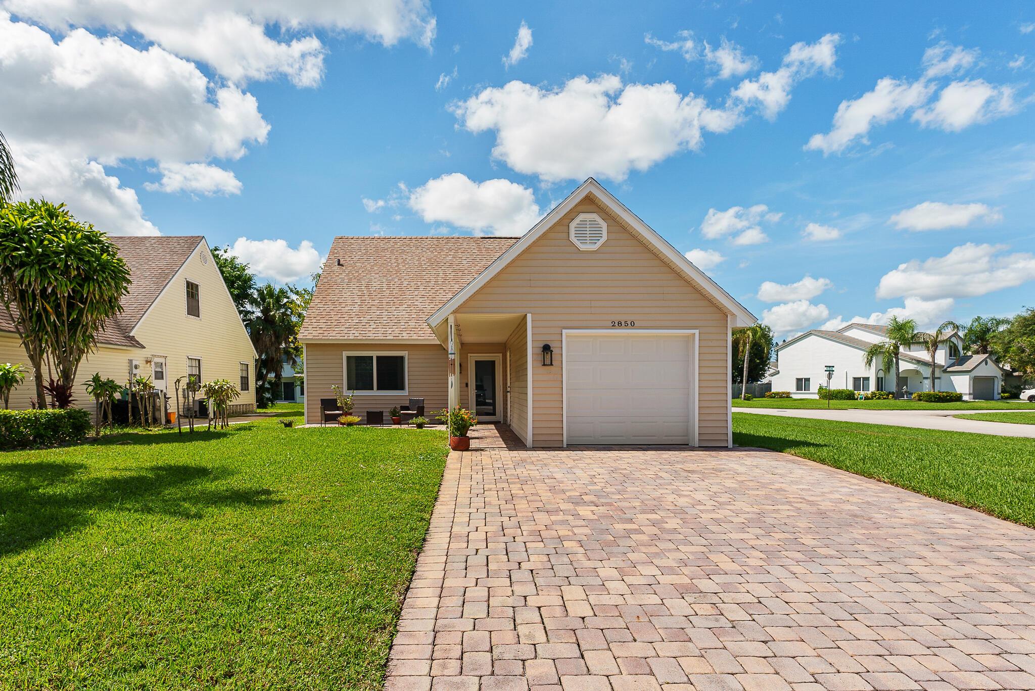 2850 Black Pine Court Lake Worth, FL 33462