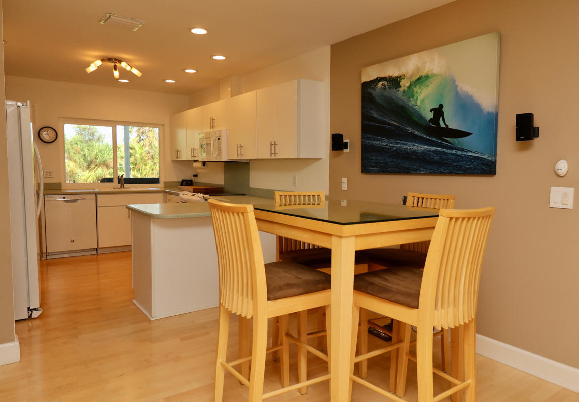 Eating area to Kitchen