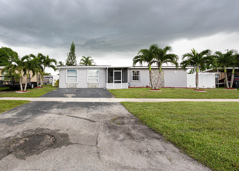 1944  Sherwood Forest Boulevard  For Sale 10739369, FL