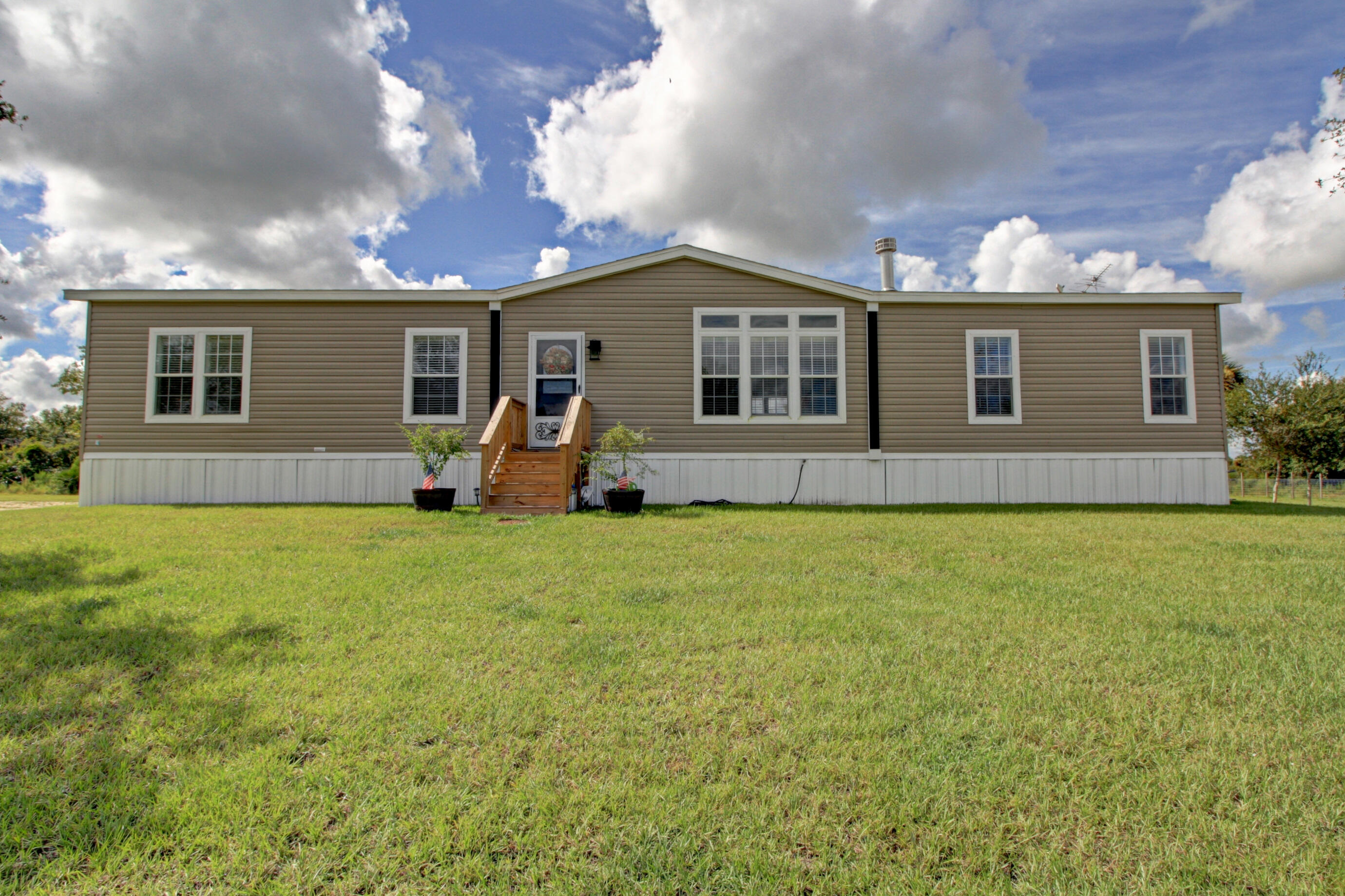 Home for sale in Southern Colonization Okeechobee Florida