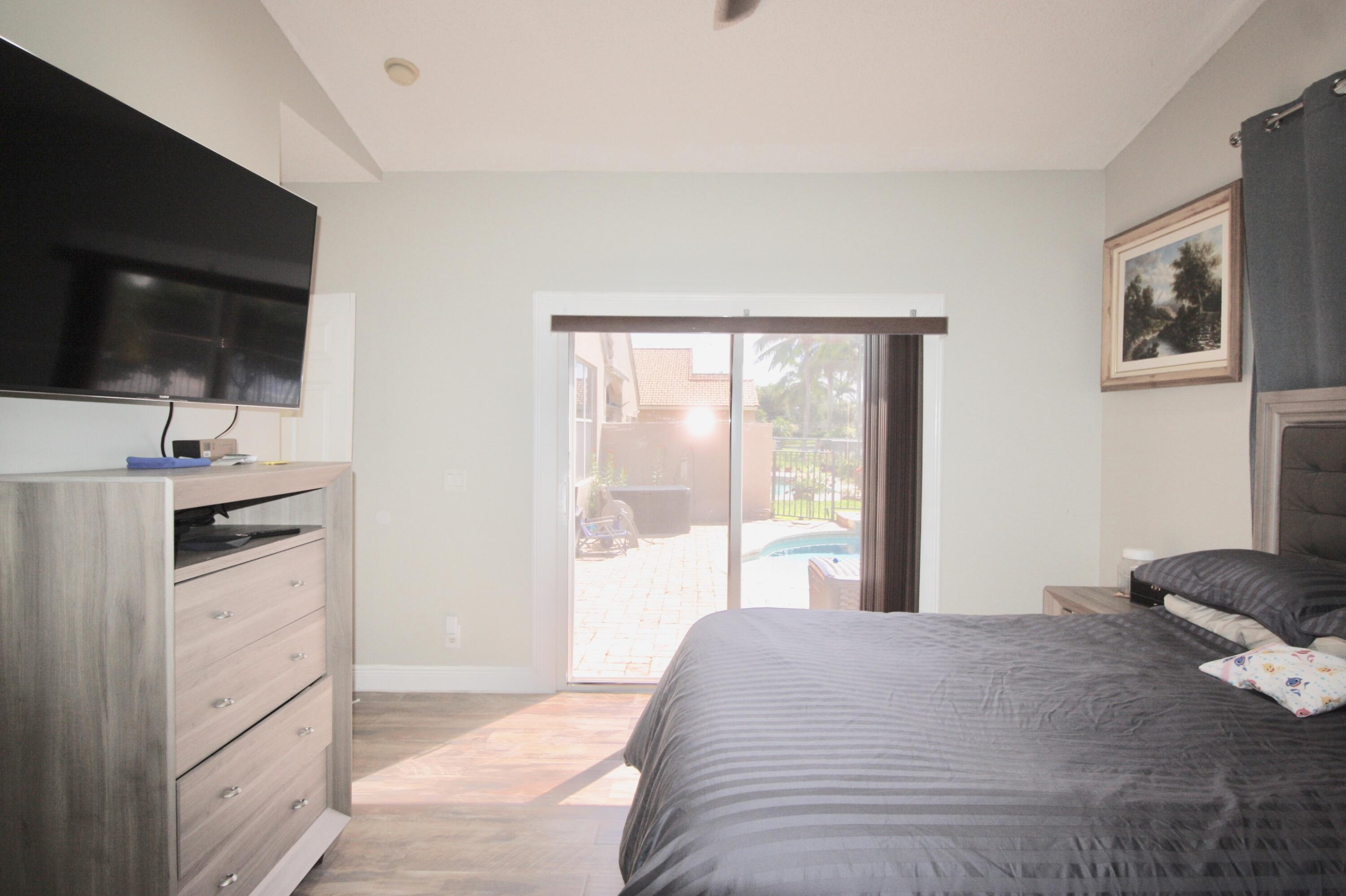MASTER BEDROOM WITH ACCESS TO THE POOL
