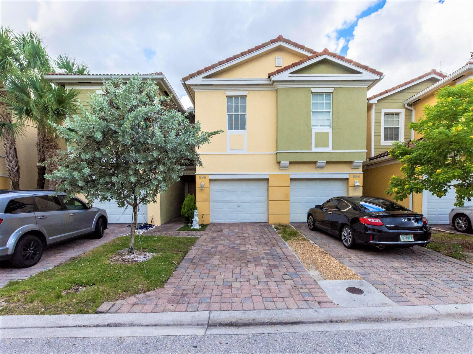 896  Pipers Cay Drive 143 For Sale 10747089, FL
