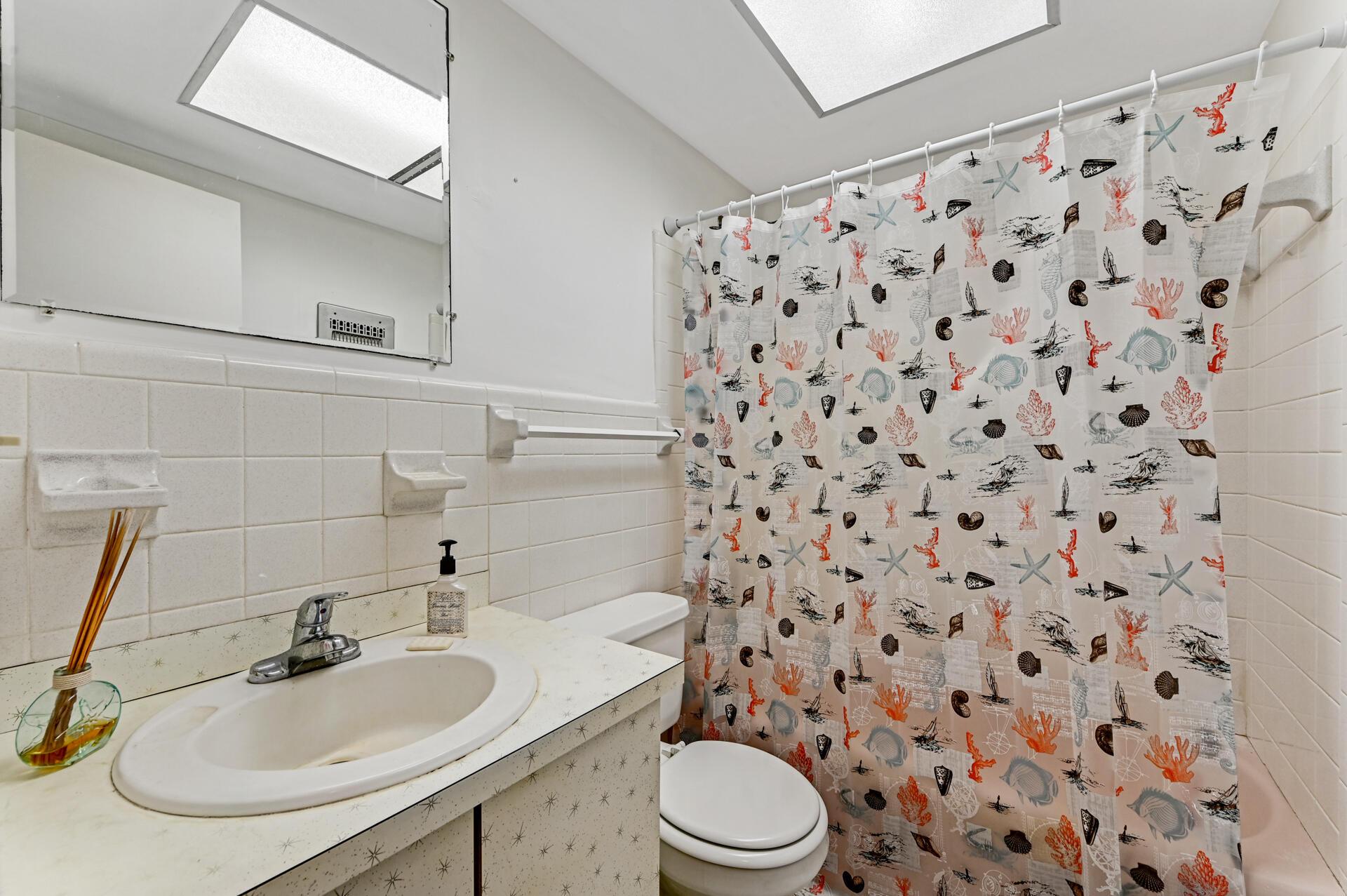 14 Bathroom 01