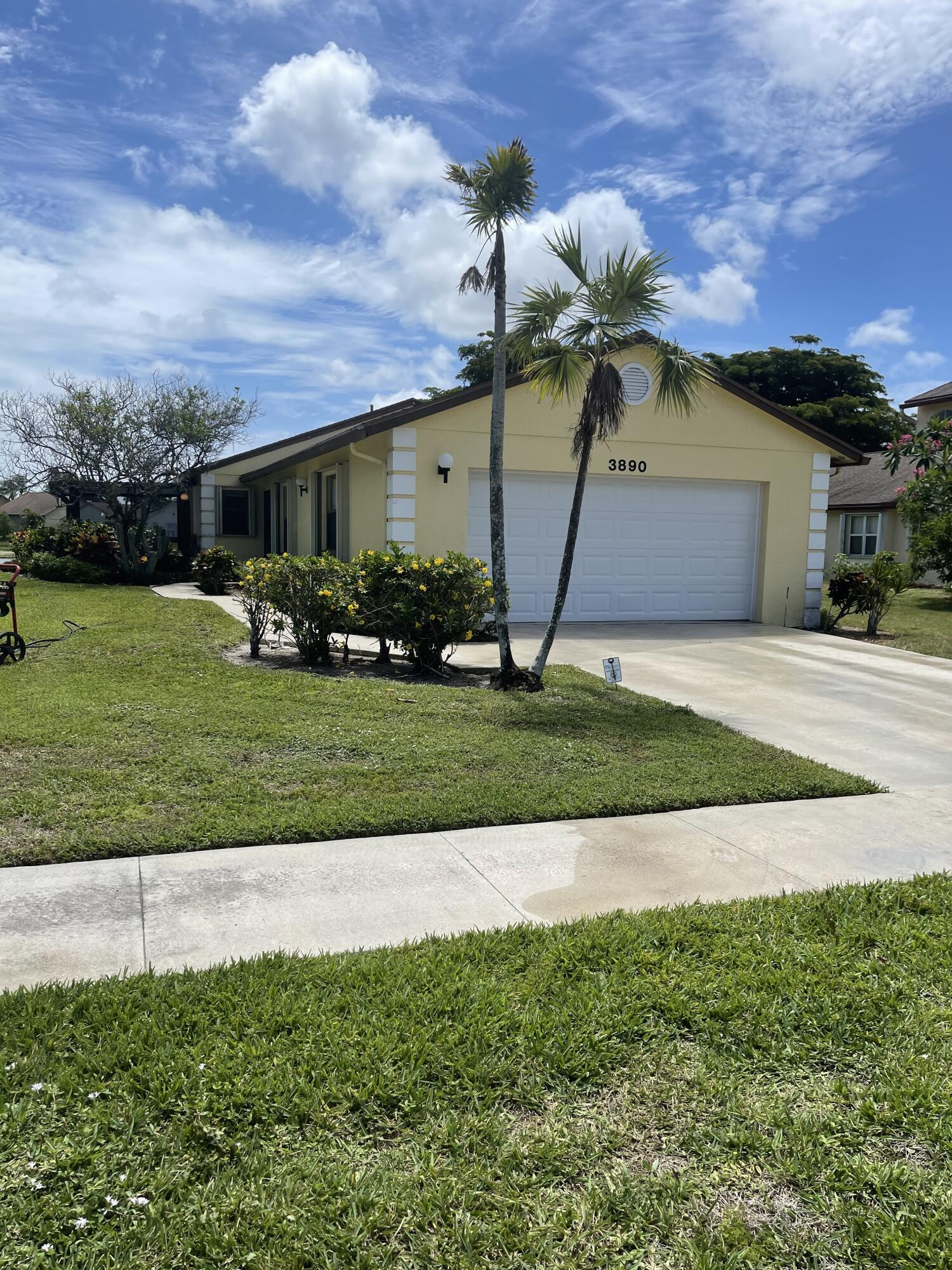 3890  Classic Court  For Sale 10747664, FL