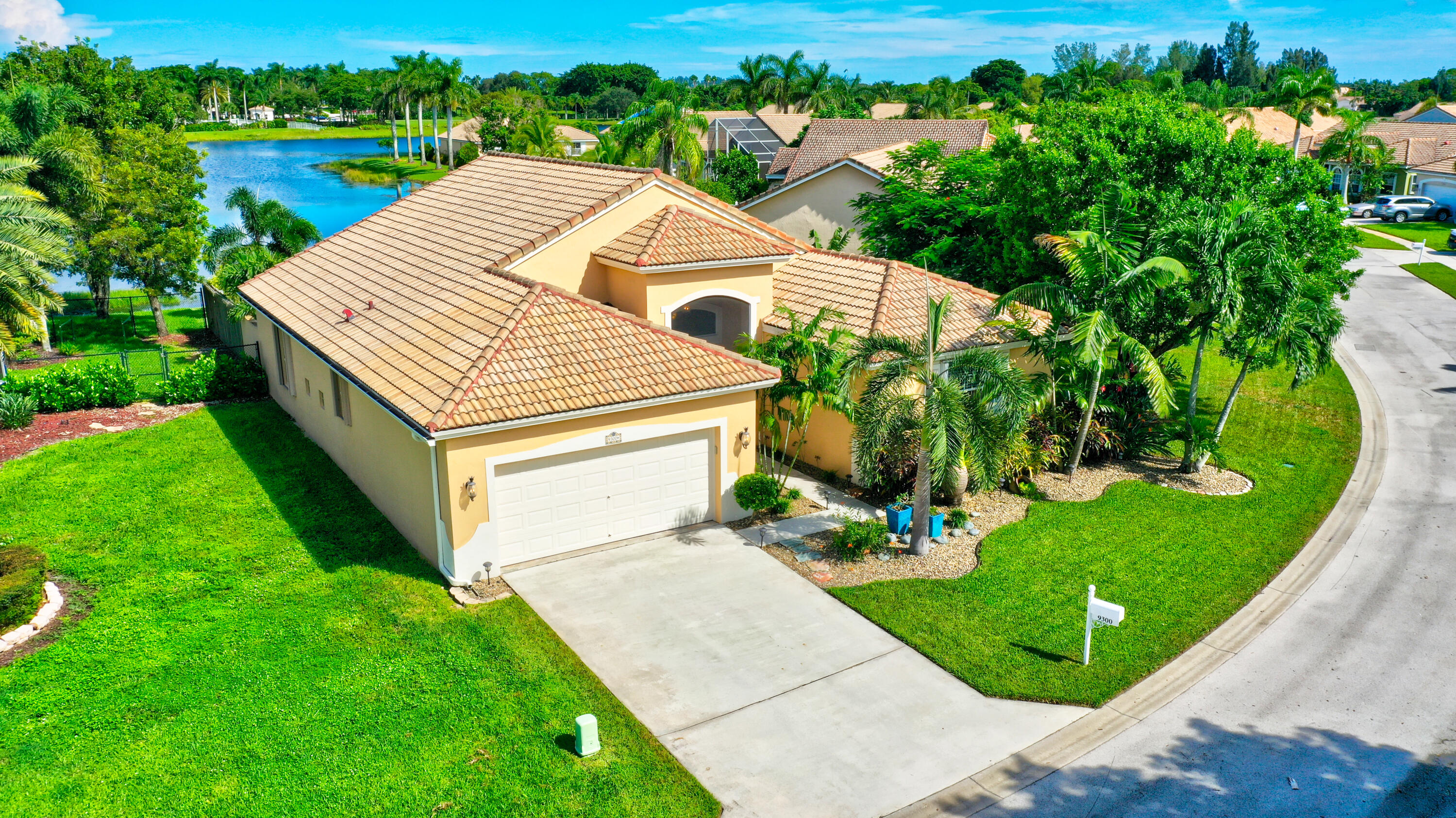 9300  Cove Point Circle  For Sale 10748540, FL