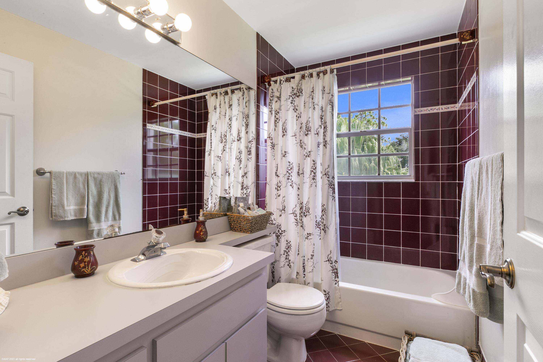 Upstrairs Bathroom