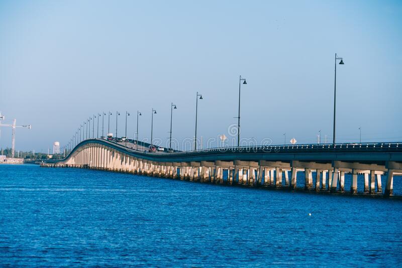 bridge-connecting-punta-gorda-harbor-por