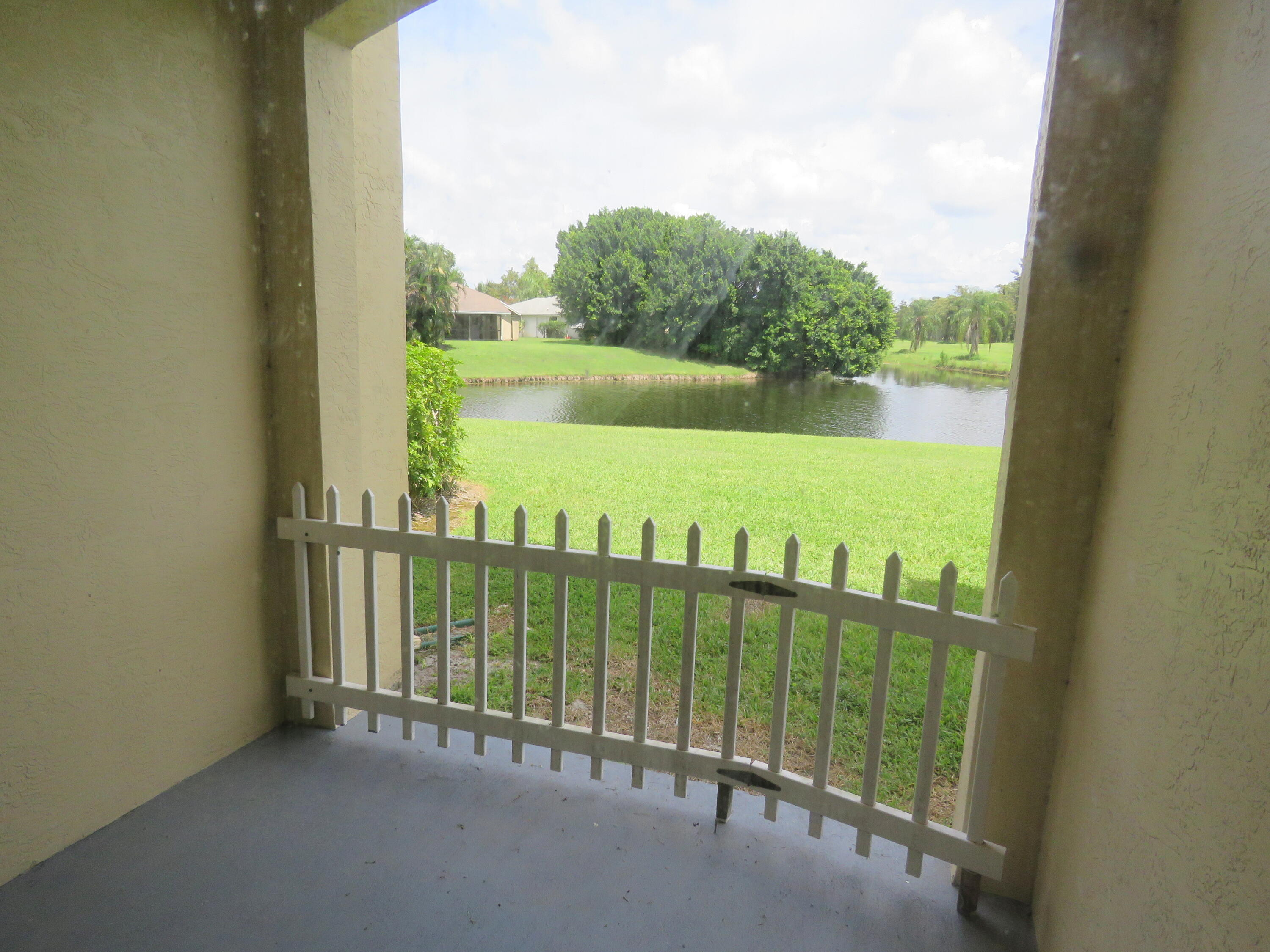 2040  Greenview Shores Boulevard 203 For Sale 10748022, FL