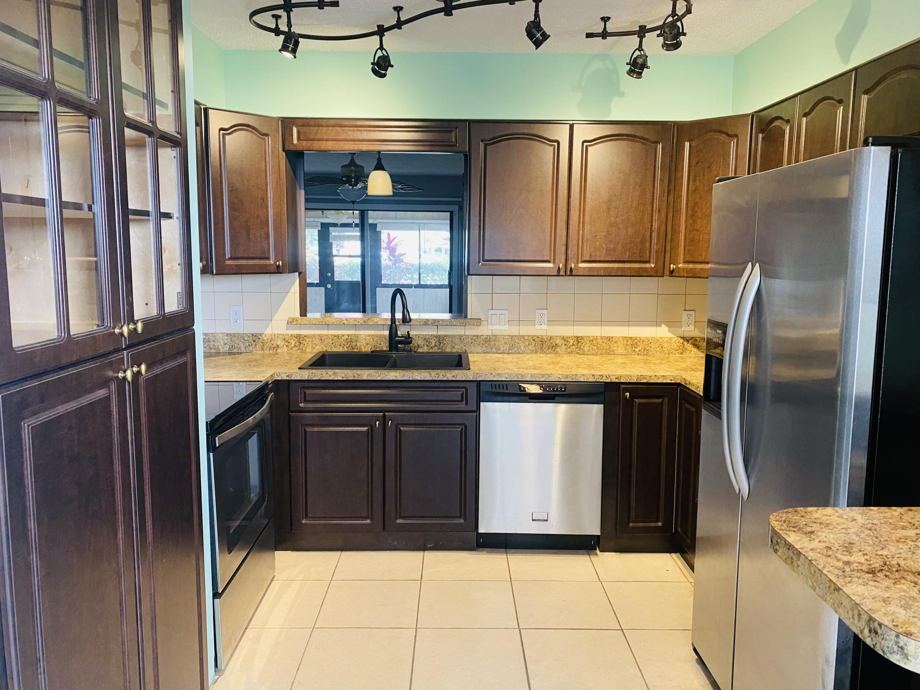 2050  Colonial Road 3 For Sale 10748152, FL
