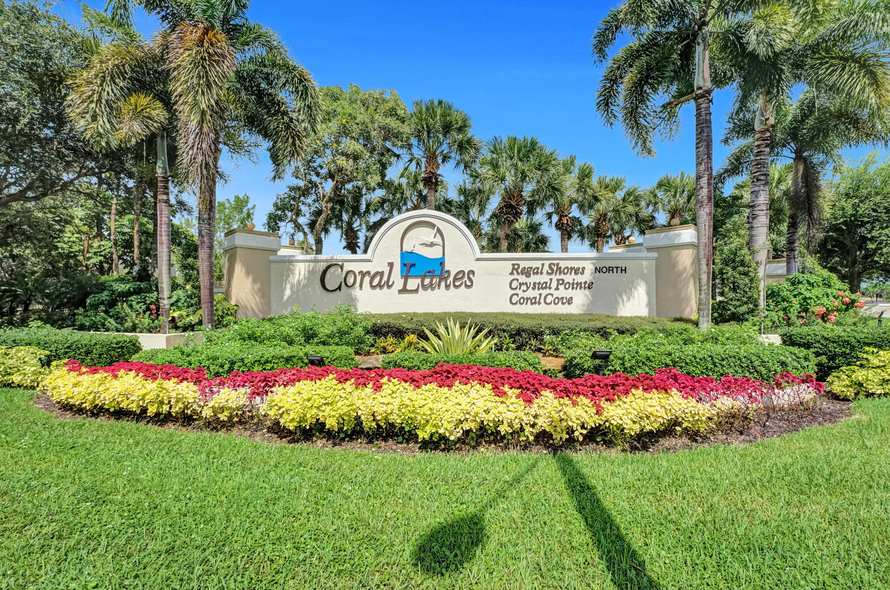 12574  Crystal Pointe Drive D For Sale 10747840, FL