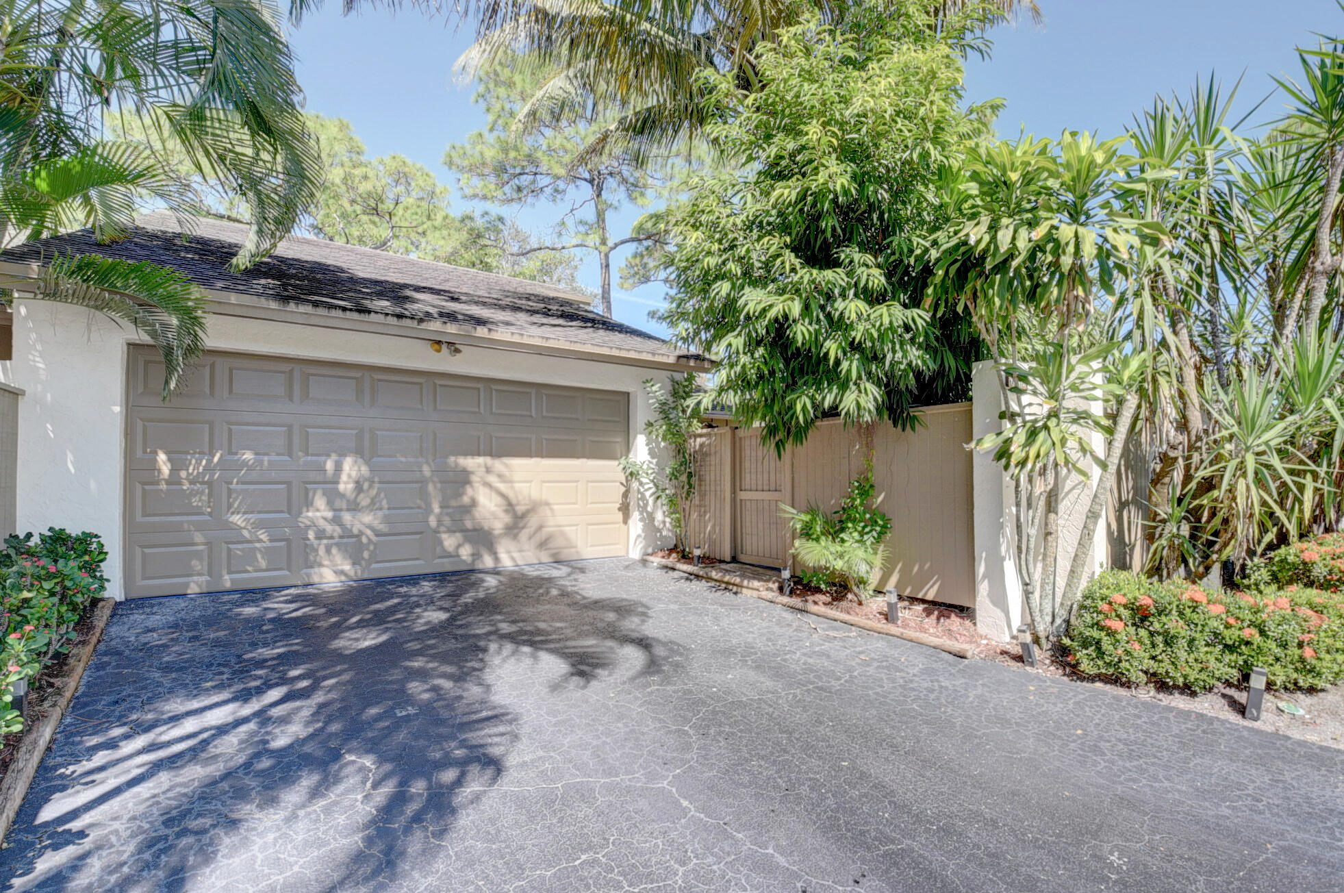 319  Wood Dale Drive  For Sale 10748410, FL