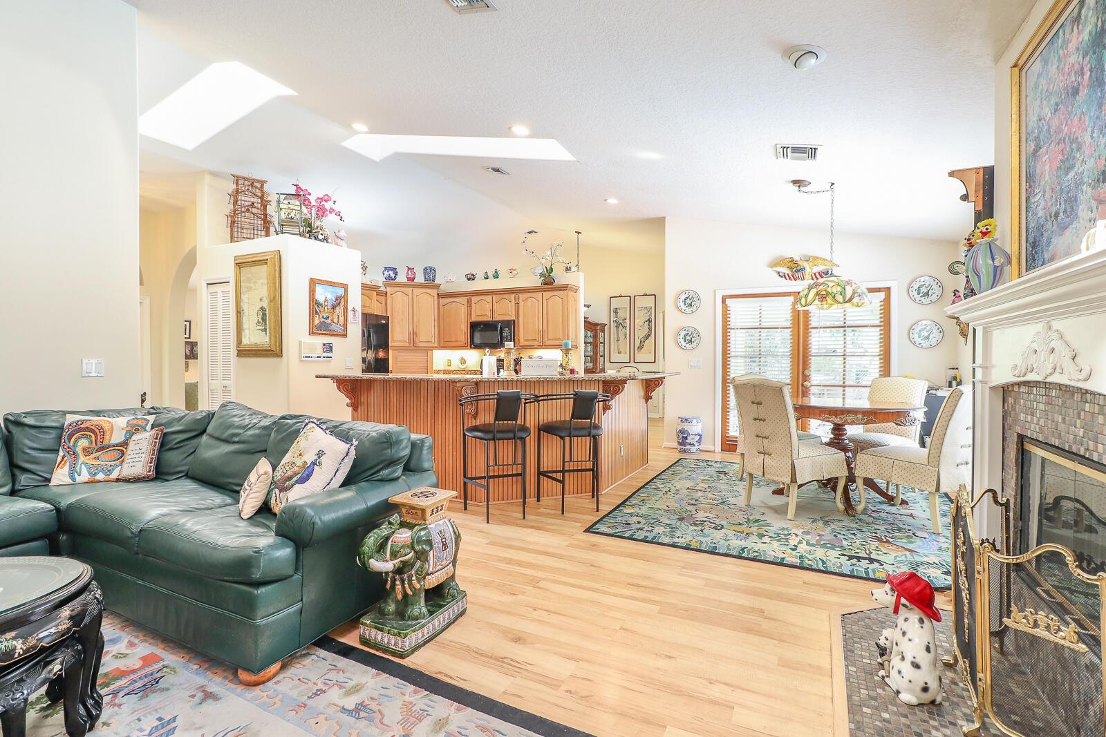 28-Family Room